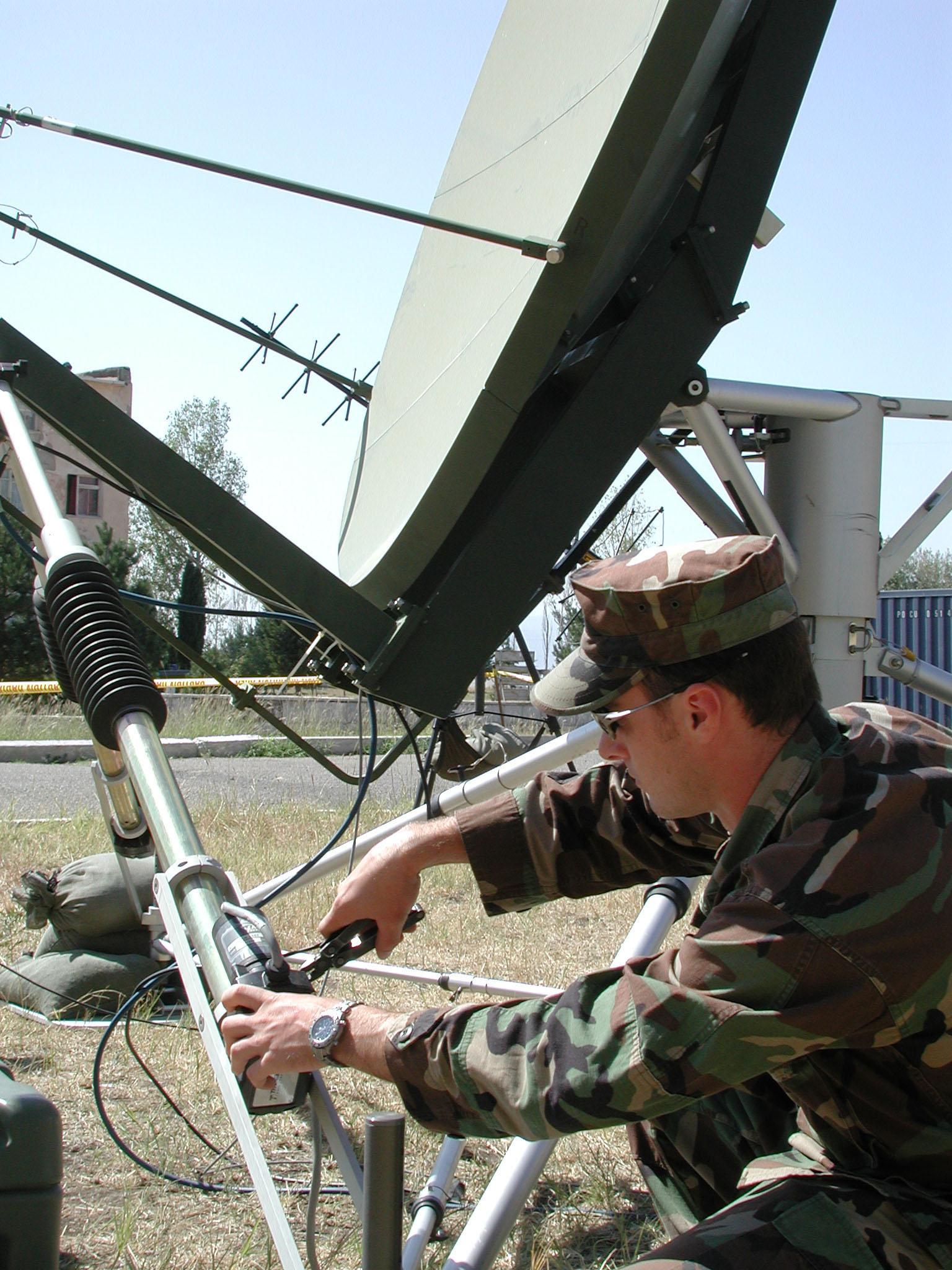 FileUS Navy 030909N5060D003 Electronics Technician 2nd Class – Satellite Dish Technician