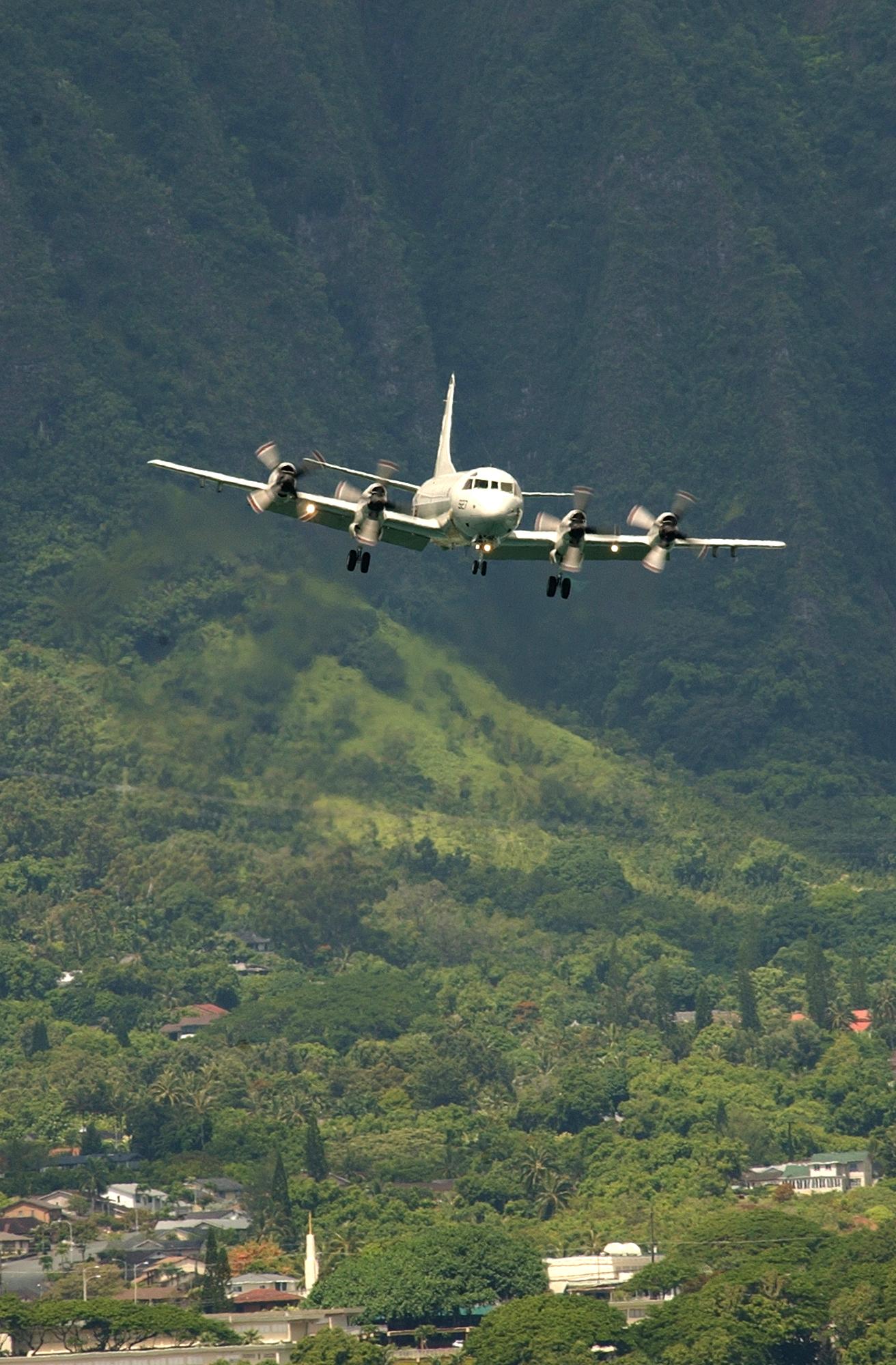 File:US Navy 040707-N-6932B-019 A U.S. Navy P-3C Orion ...