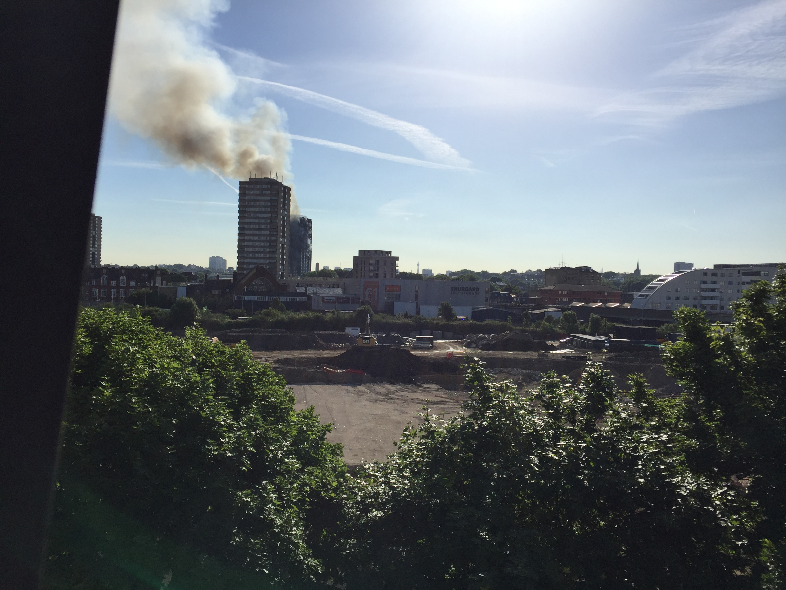 File:20170614-grenfell-tower-inferno-smouldering.jpg ...