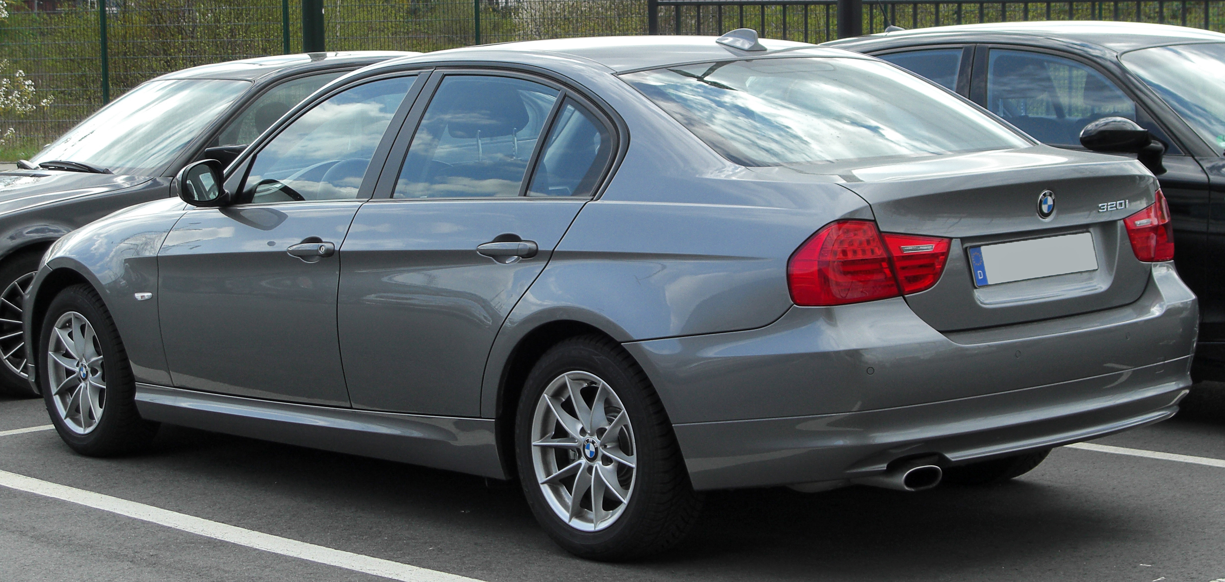 file bmw 320i e90 facelift rear wikipedia. Black Bedroom Furniture Sets. Home Design Ideas