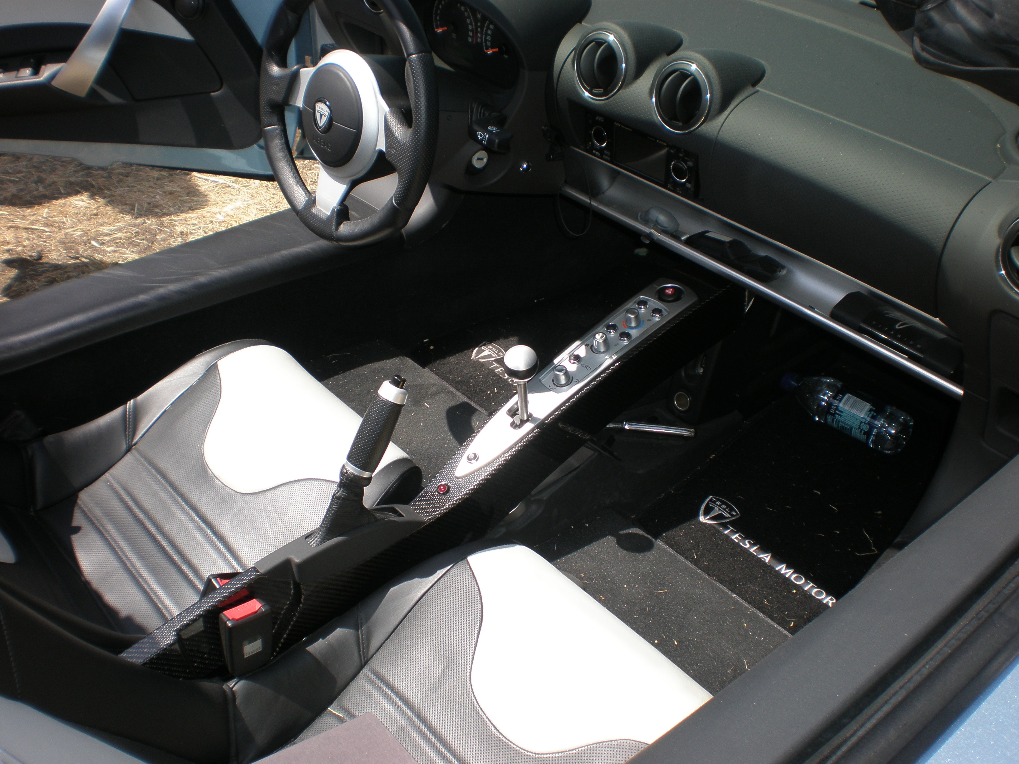 Tesla S Interior >> File:Blue Tesla Roadster interior.JPG - Wikimedia Commons