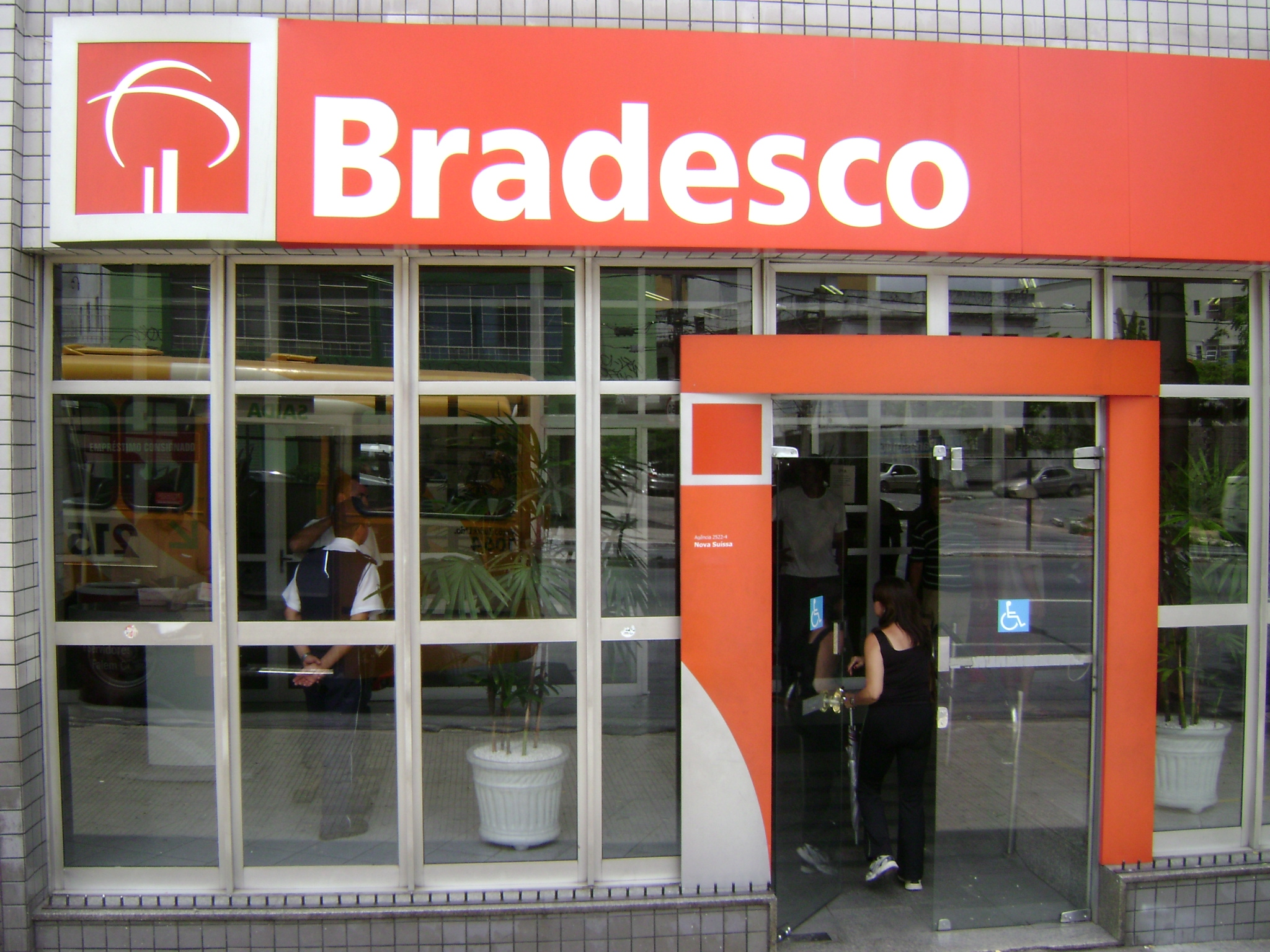 File:Bradesco.JPG - Wi...