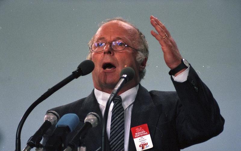 """Norbert Blüm 1986 auf dem Bundesparteitag der CDU in Mainz. """"Die Rente ist sicher."""" Nur, wie sicher ist die Altersvorsorge. Was bringen die Pläne für die Reform der gesetzlichen Rentenversicherung?"""