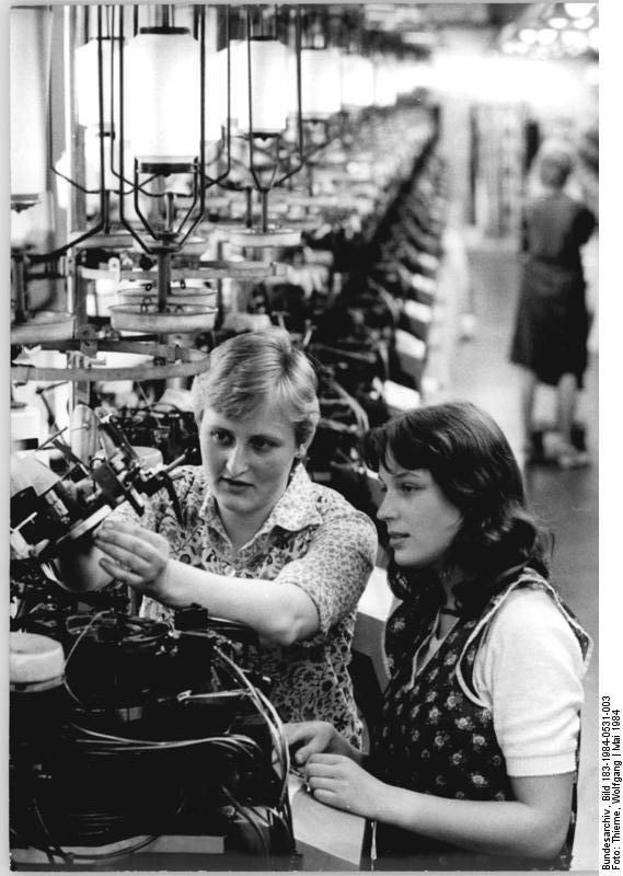 File:Bundesarchiv Bild 183-1984-0531-003, Feinstrumpfwerke
