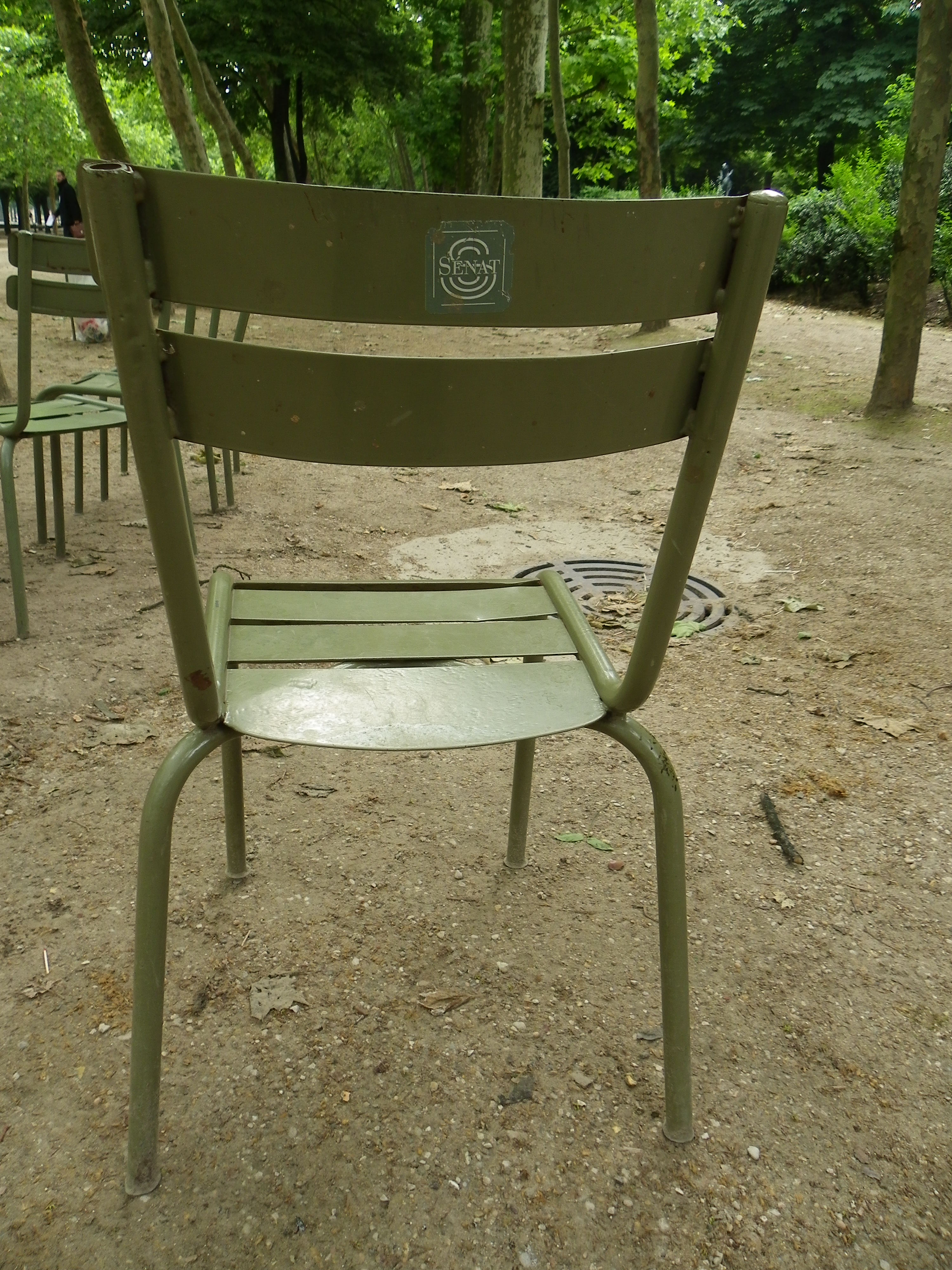 file chaise du jardin du luxembourg avec le logo du s nat jpg wikimedia commons. Black Bedroom Furniture Sets. Home Design Ideas