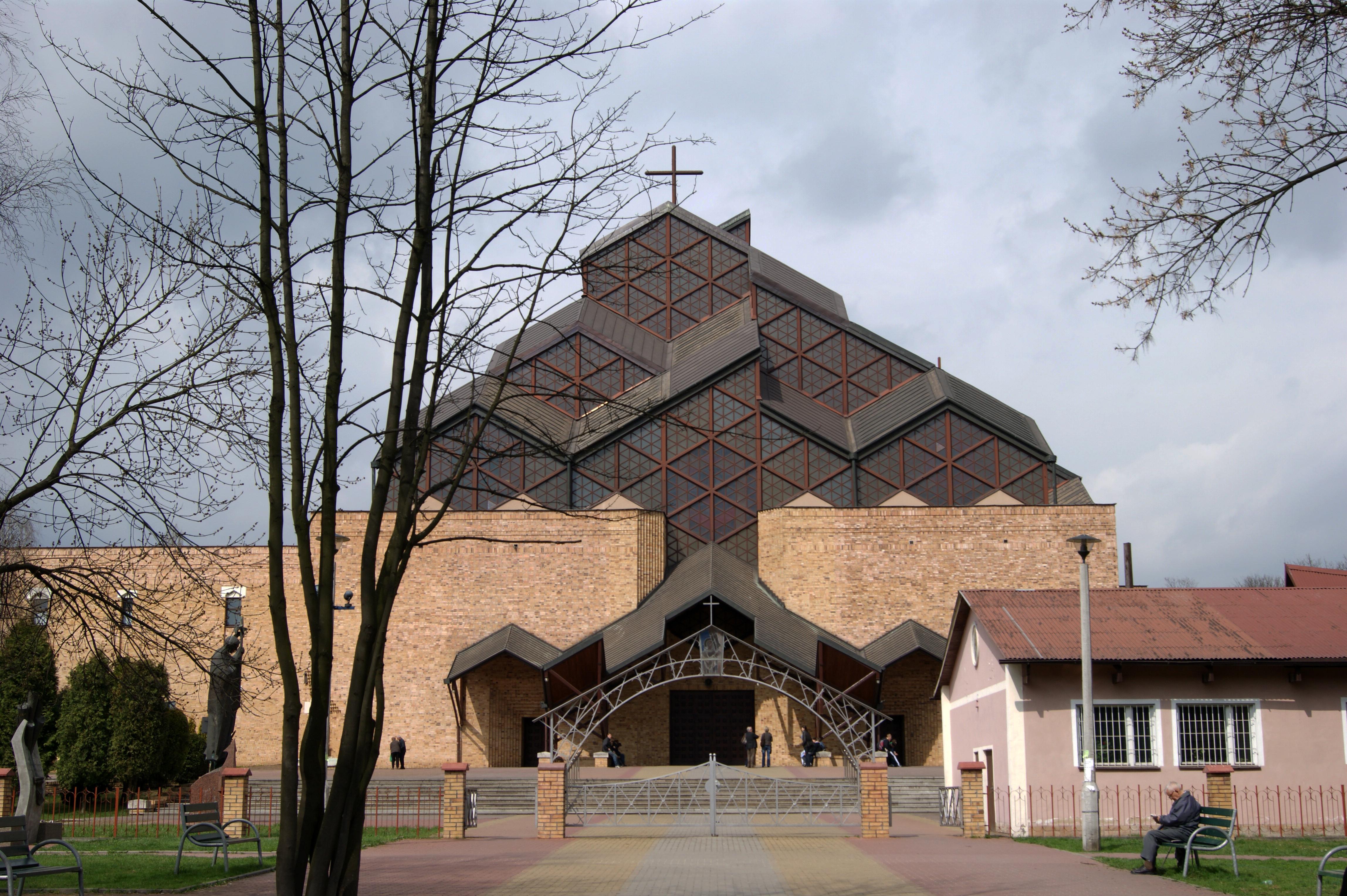 File:Church of Our Lady of Czestochowa, 7 os. Szklane Domy,Nowa