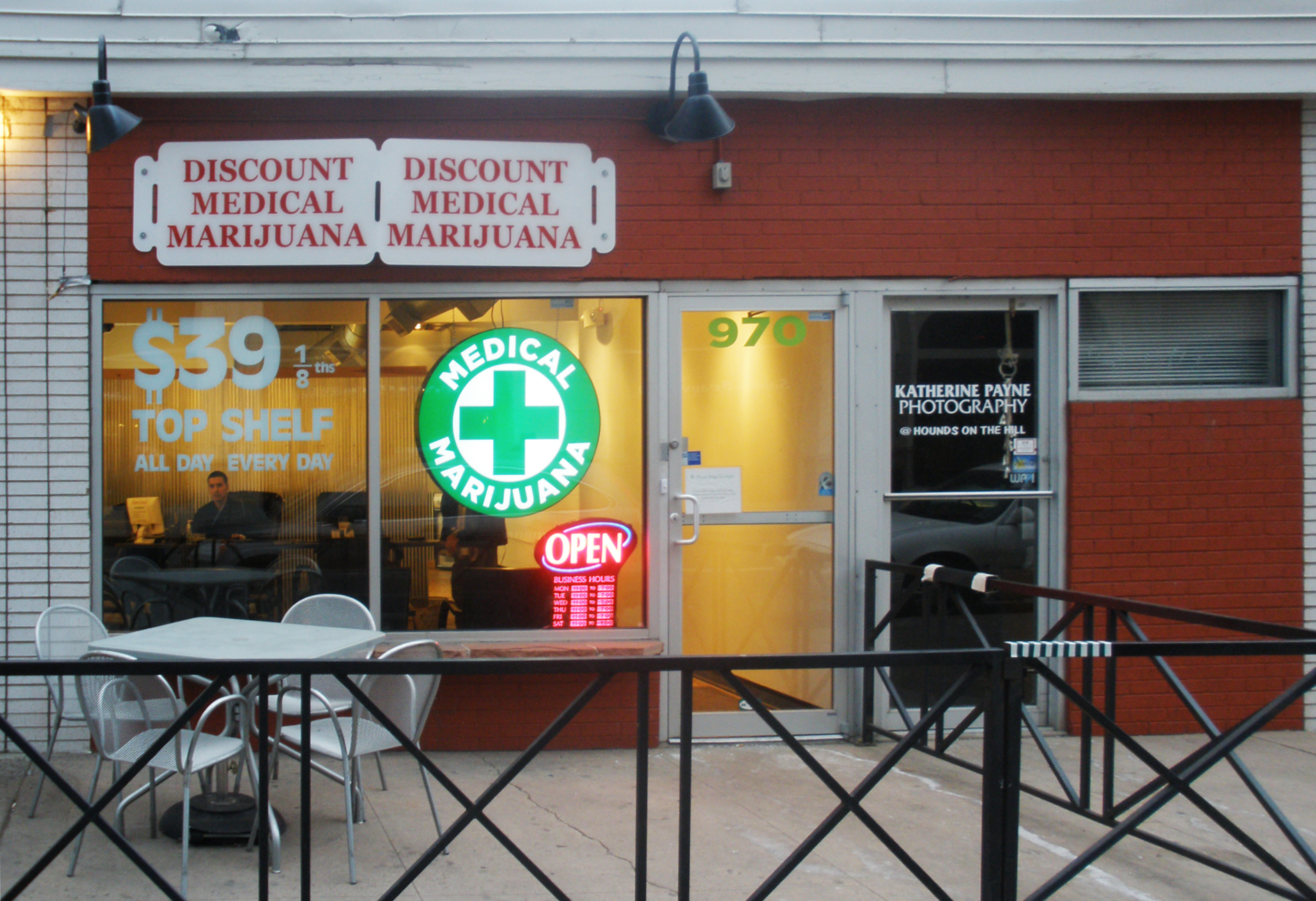 File:Discount Medical Marijuana - 1.jpg - Wikimedia Commons