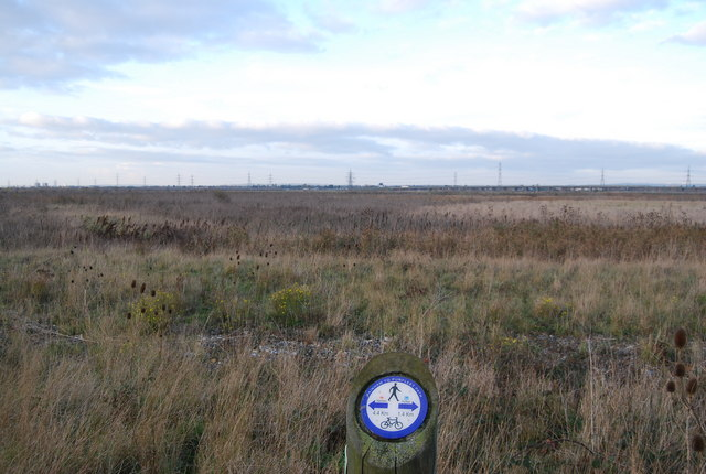 Distance post on the Rainham to Purfleet Path across the Aveley Marshes - geograph.org.uk - 1601642