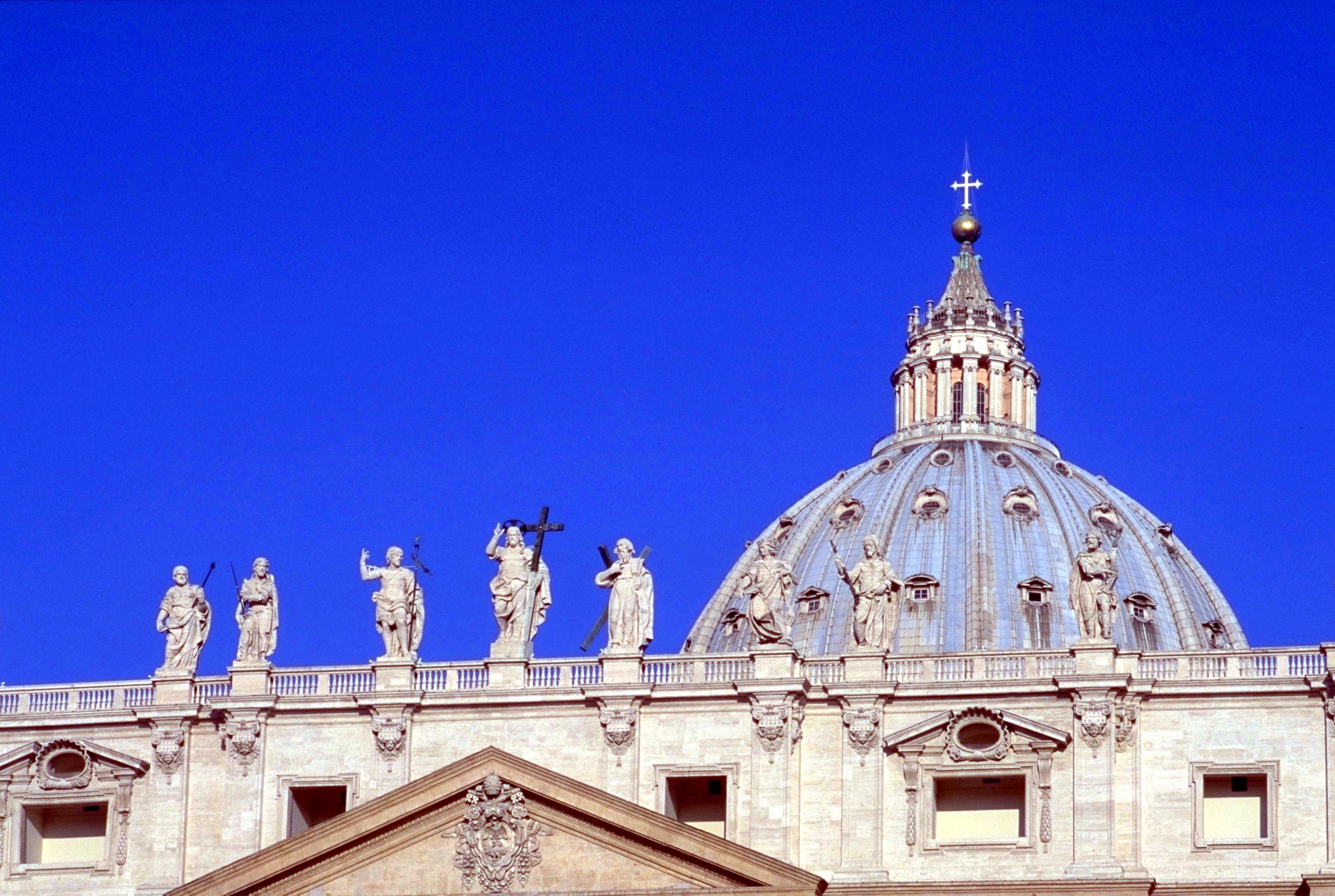 上の部分のサン・ピエトロ大聖堂です。