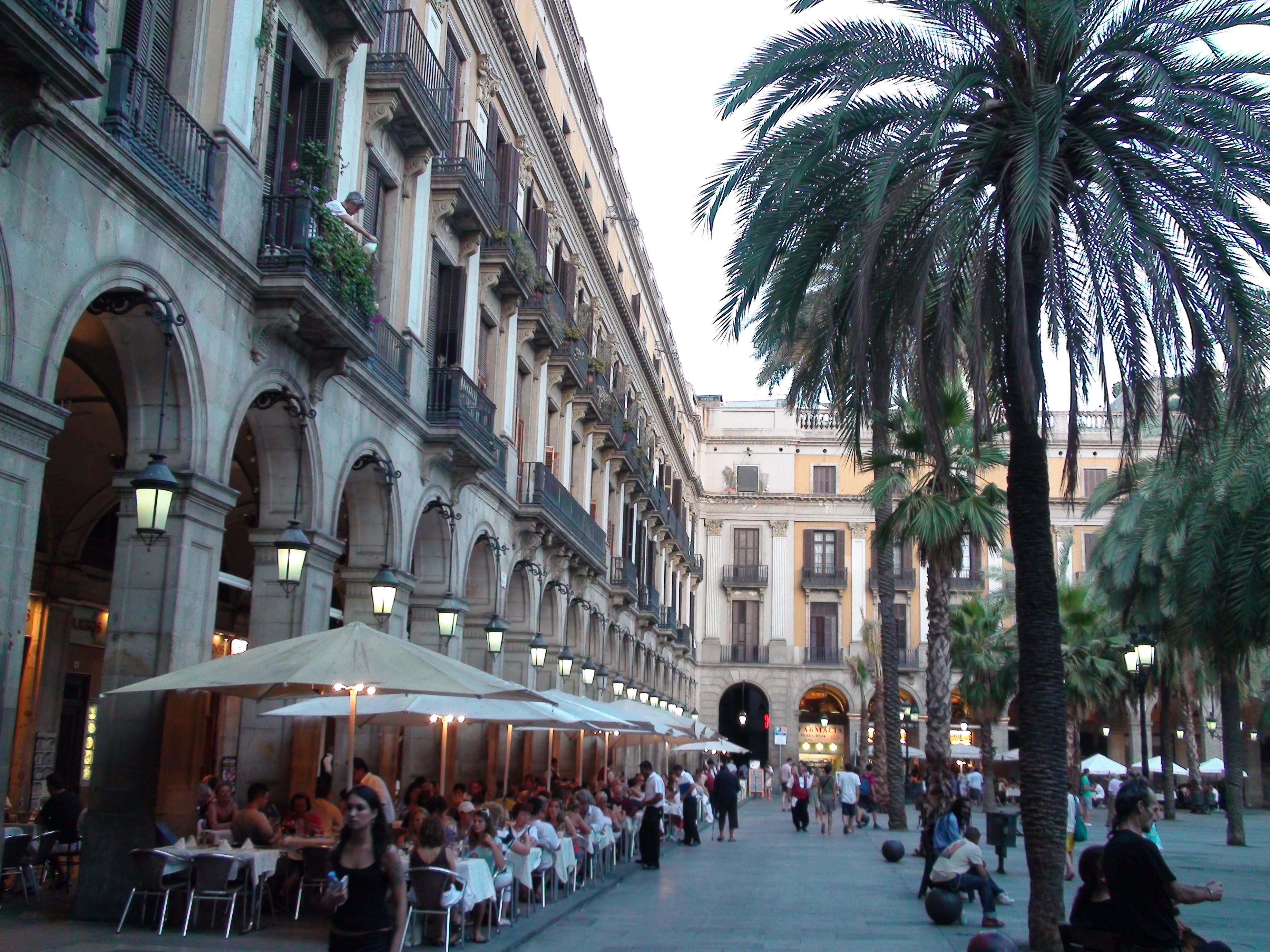 File:Dreta de l'Eixample, Barcelona, Spain - panoramio (4).jpg - Wikimedia  Commons