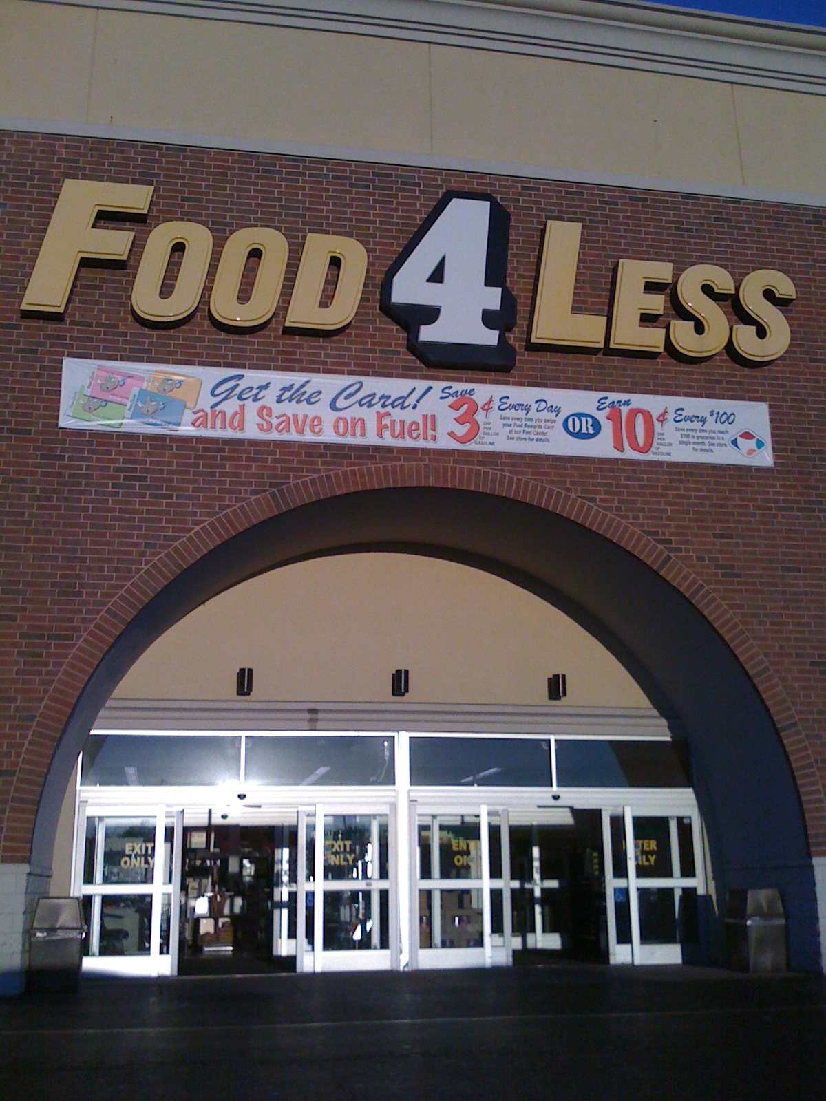 Food_4_Less_store_entrance.jpg