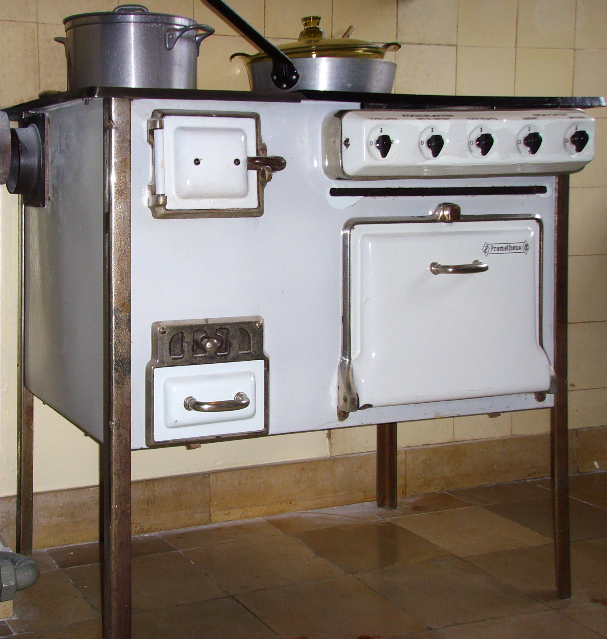 File Frankfurt Kitchen kitchen stove 2 Wikimedia