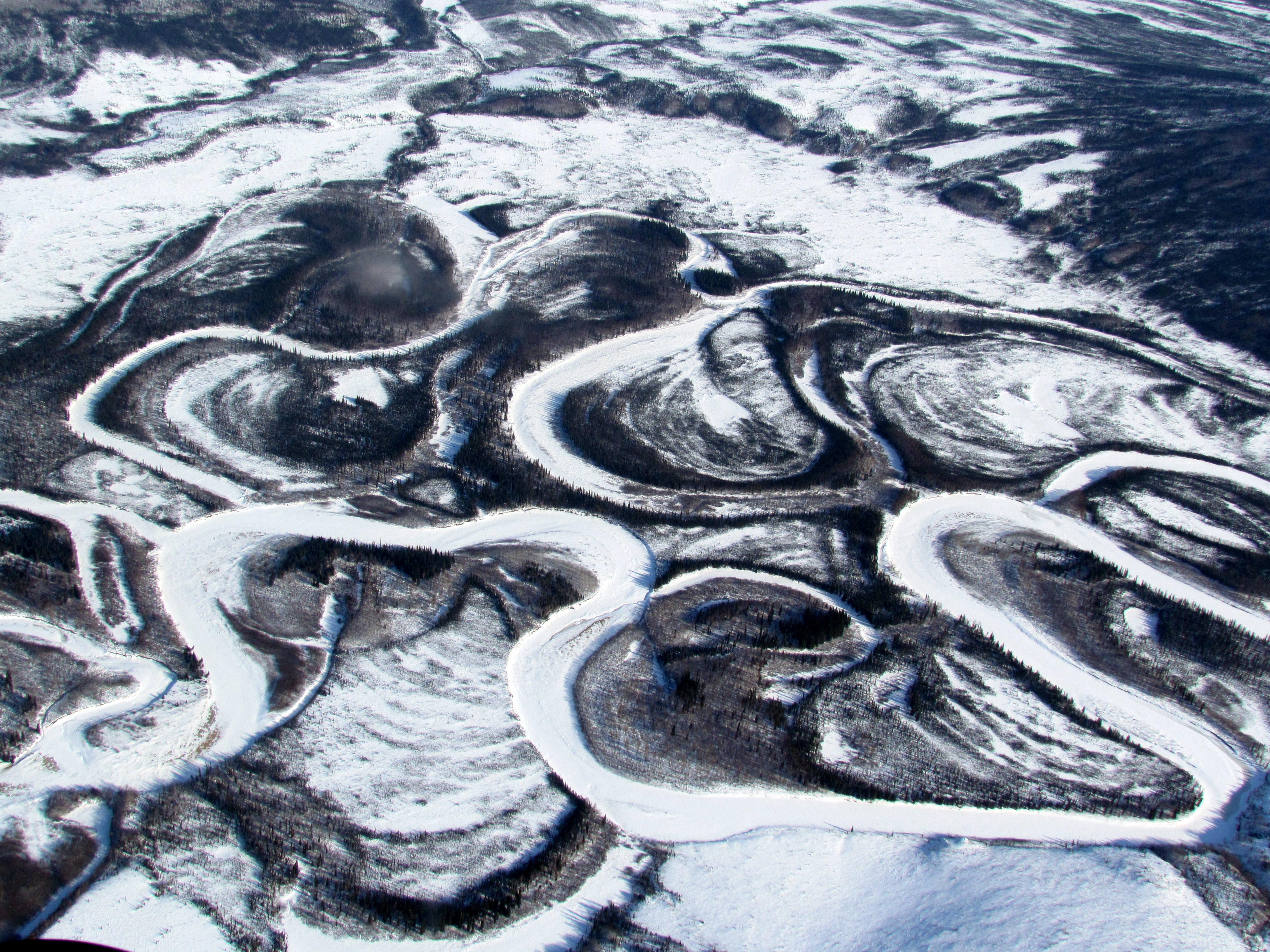 Río congelado, en Alaska.