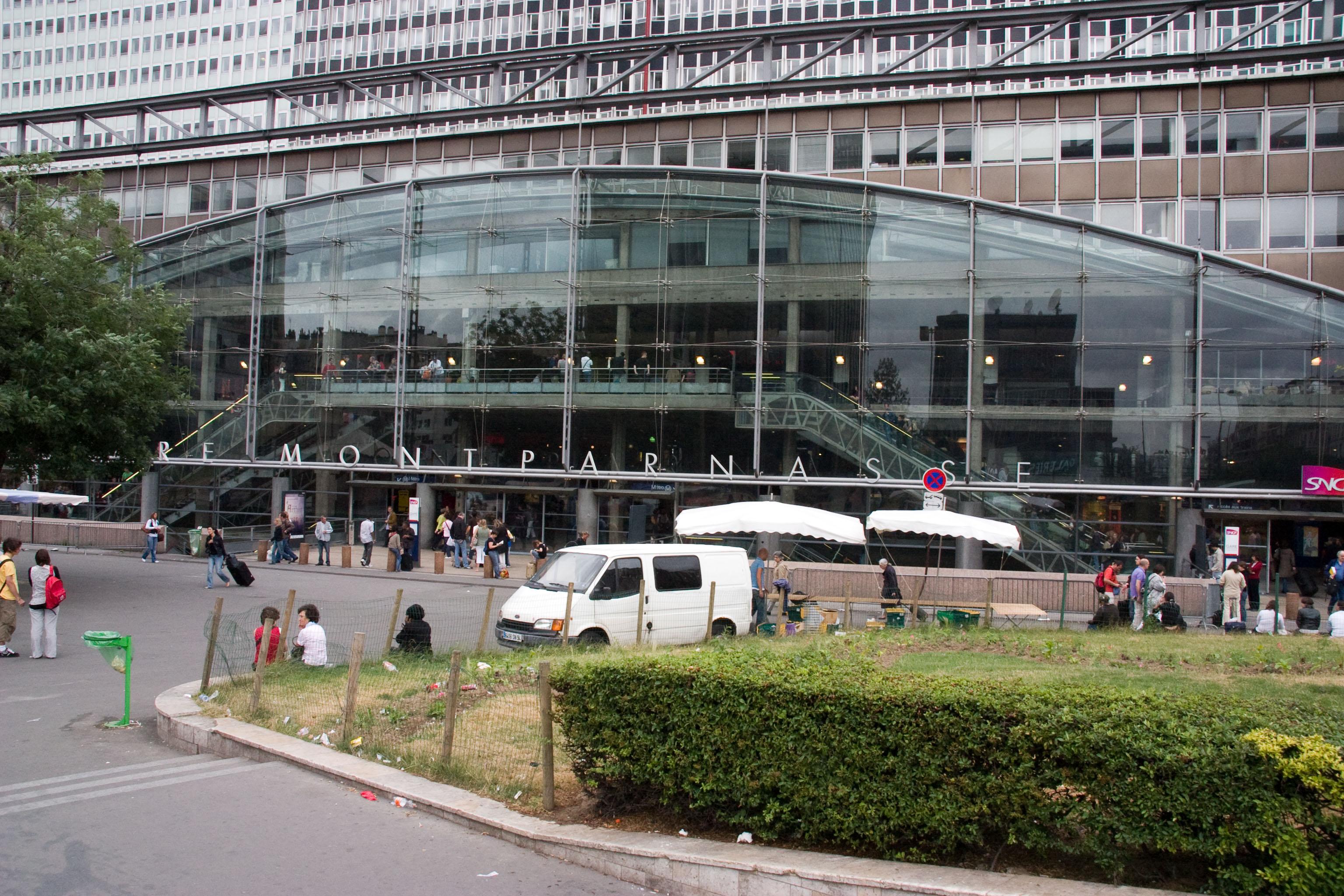 File gare montparnasse crw wikimedia commons - Bureau de change montparnasse gare ...