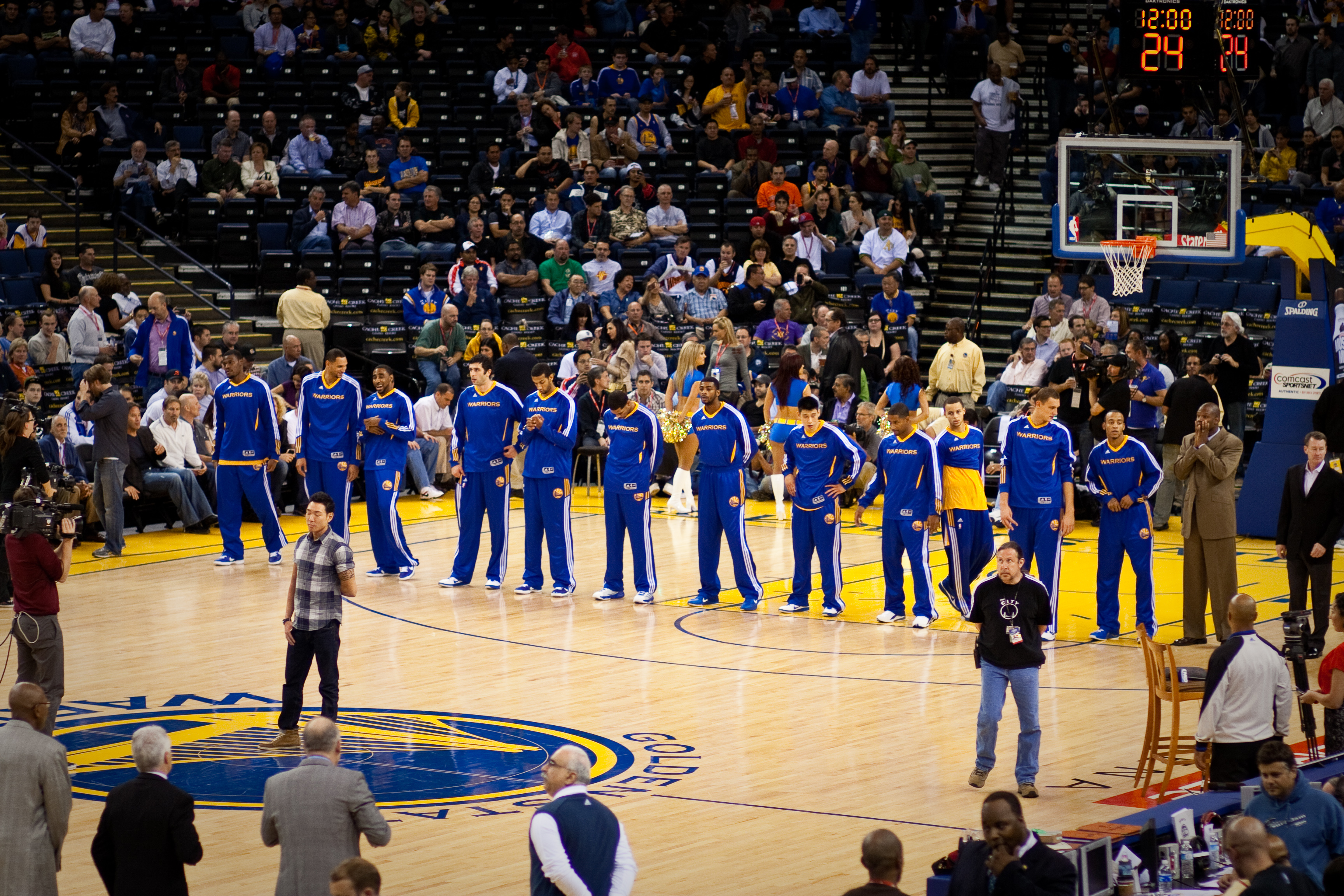 File Golden State Warriors Line Up Pregame Vs Pistons 2 Jpg Wikipedia