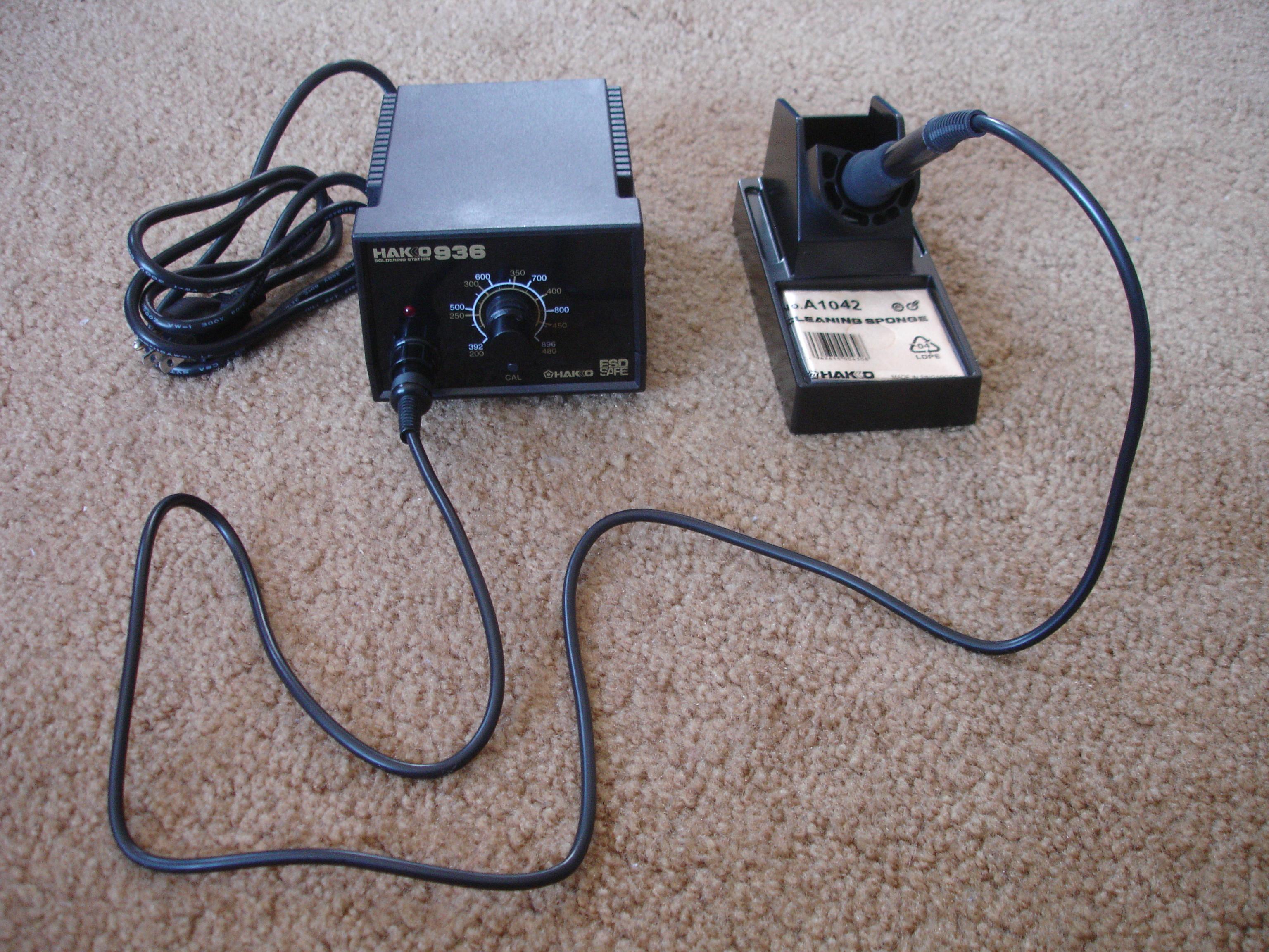 File:Hakko 936 soldering station complete.jpeg