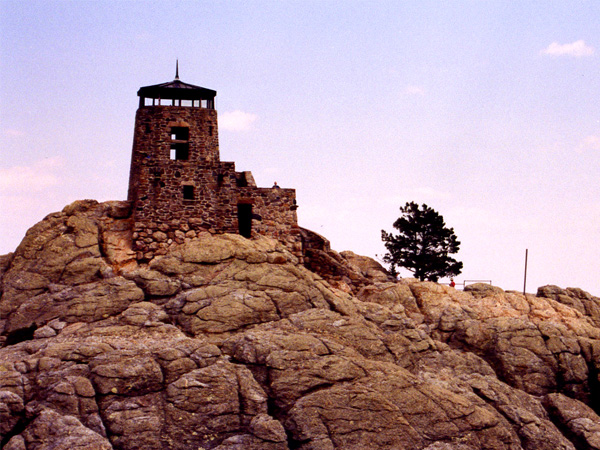http://upload.wikimedia.org/wikipedia/commons/5/5b/Harney_Peak_Fire_Tower_1997.jpg