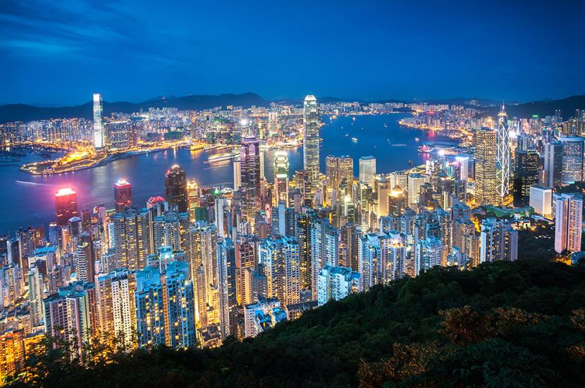 https://upload.wikimedia.org/wikipedia/commons/5/5b/Hong_Kong_Night_view_from_Victoria_Peak.jpg