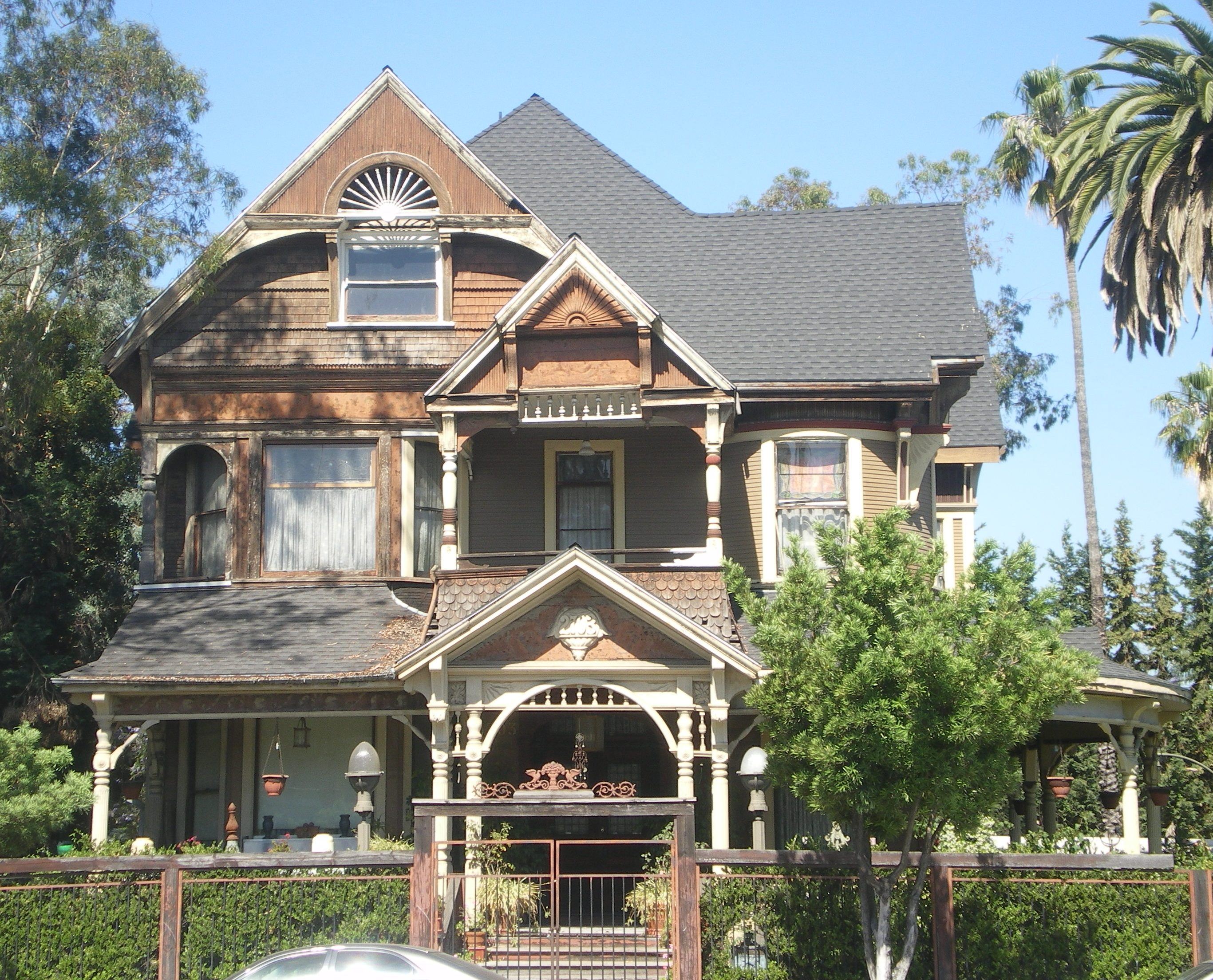 File:House at 2703 S. Hoover, Los Angeles.JPG