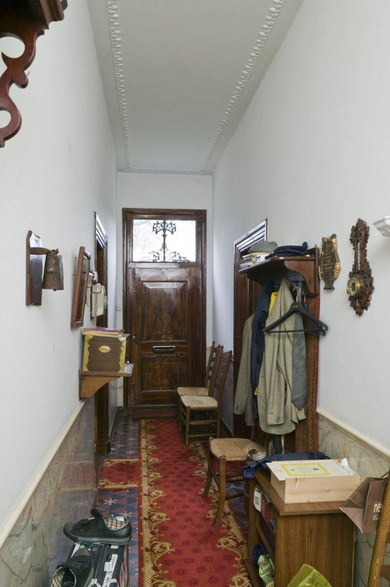 File interieur overzicht van de gang in het dwarshuis van for Boerderij interieur