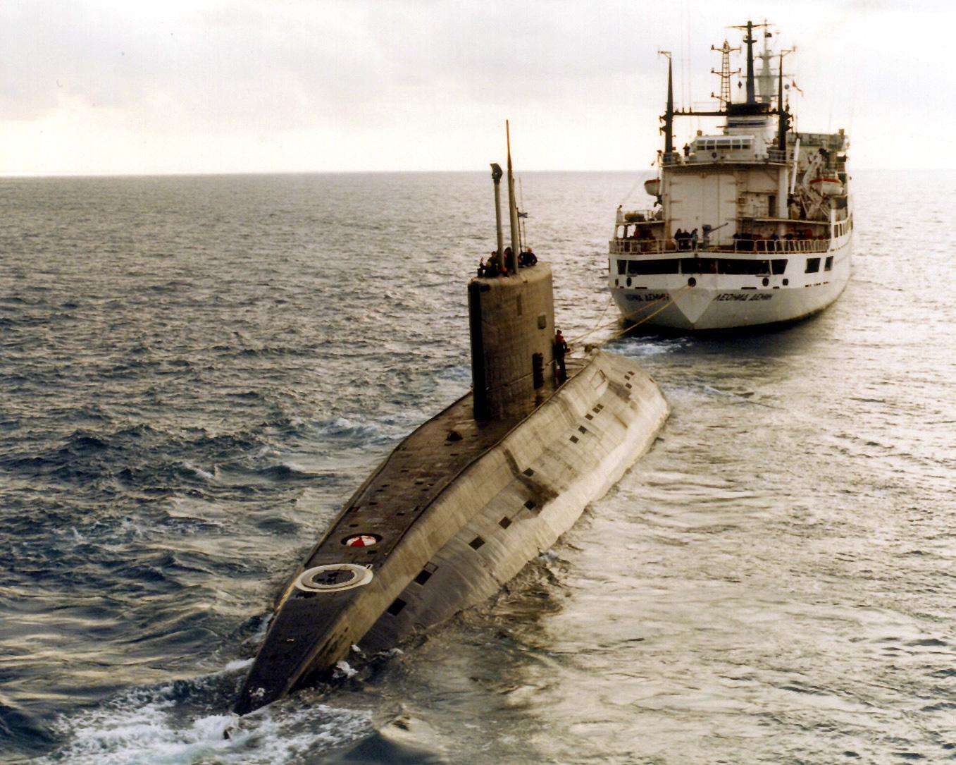 https://upload.wikimedia.org/wikipedia/commons/5/5b/Iranian_Kilo-class_submarine.jpg