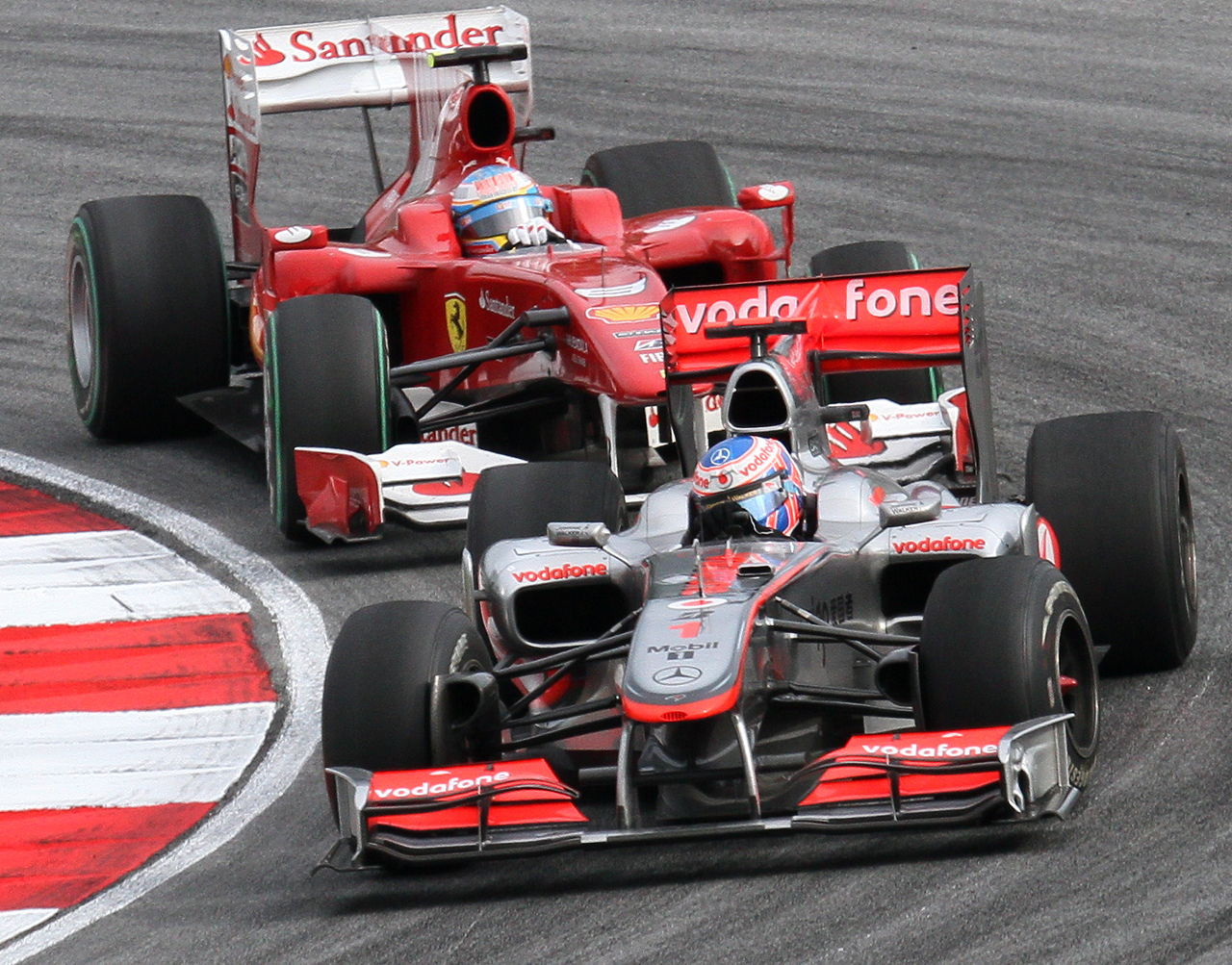 [Imagen: Jenson_Button_and_Fernando_Alonso_2010_Malaysia.jpg]