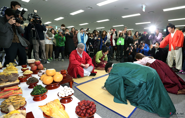 File:KOCIS Korea NewYear Celebration GlobalCenter 02 (12297021125)