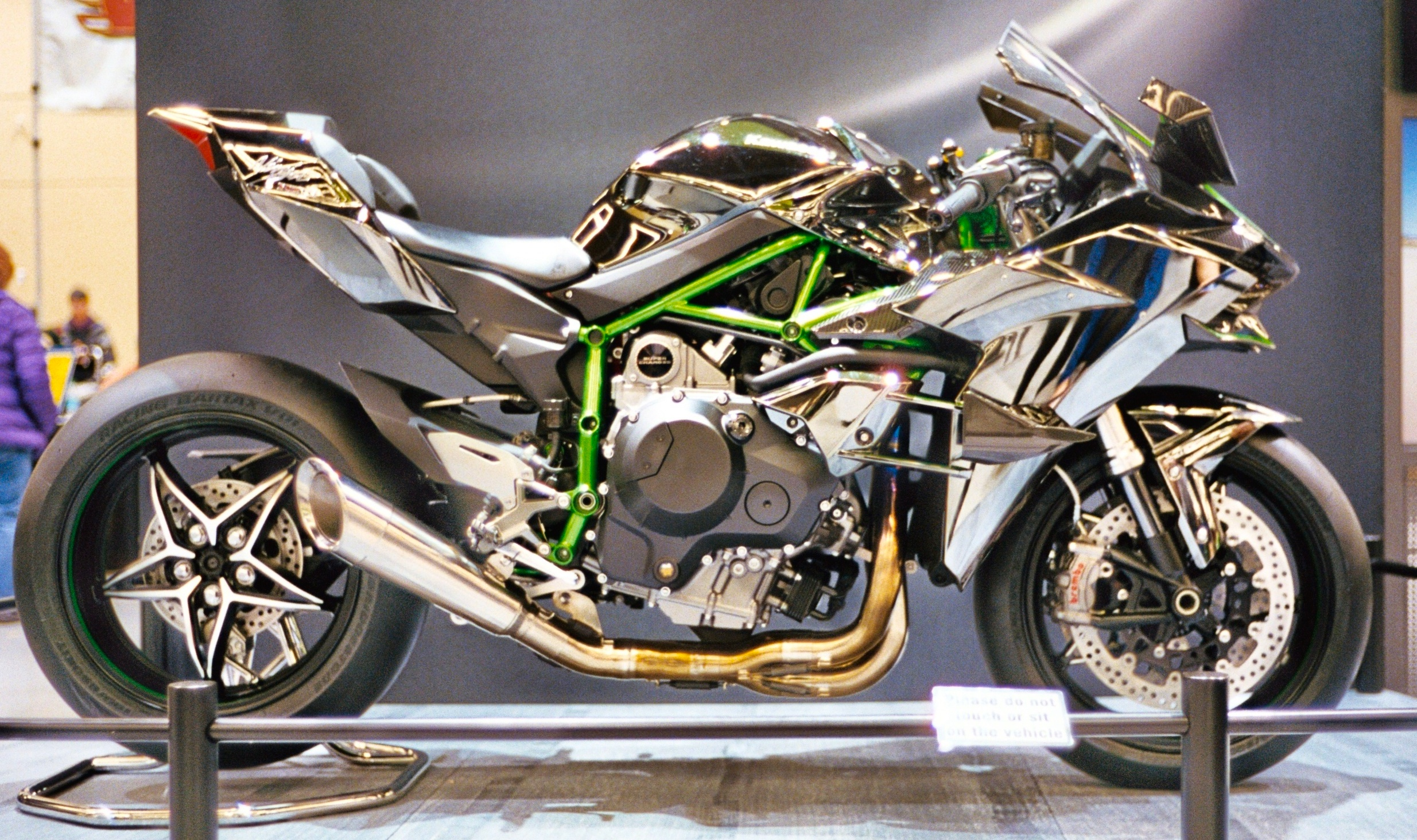 Kawasaki Ninja H2R RightJPG  Wikimedia Commons