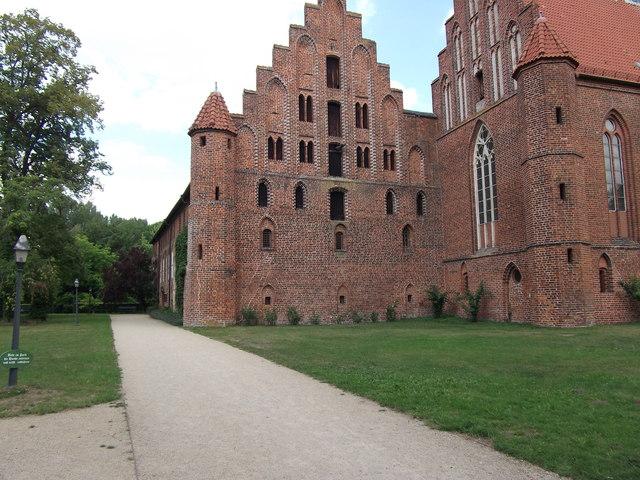 File:Kloster Weinhausen (Weinhausen Convent) - geo-en.hlipp.de - 12604.jpg