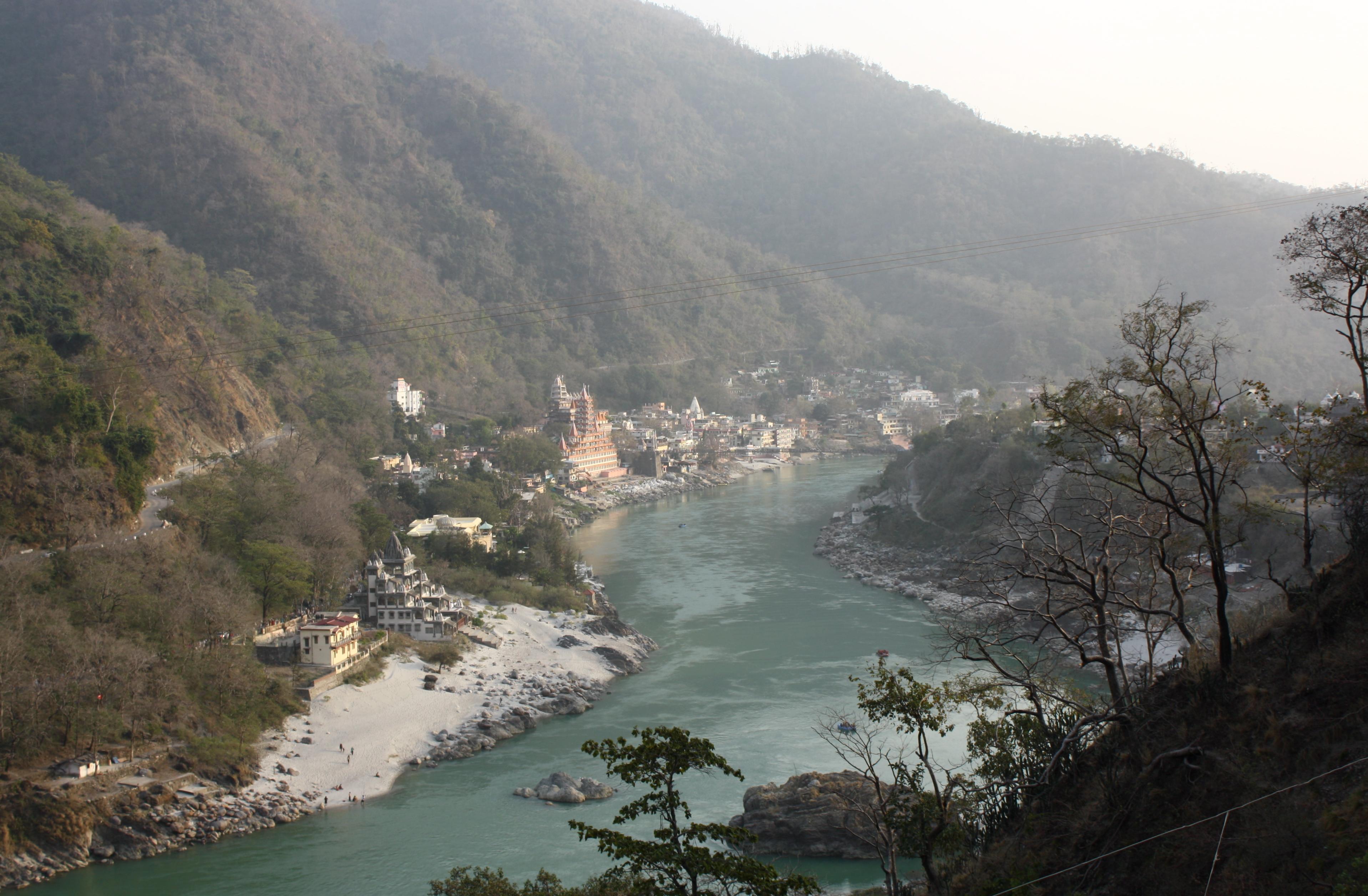 File:Lakshman Jhula, Rishikesh, Uttarakhand, India.jpg ...
