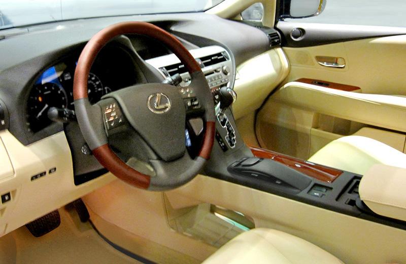 File:Lexus RX 350 450h Interior