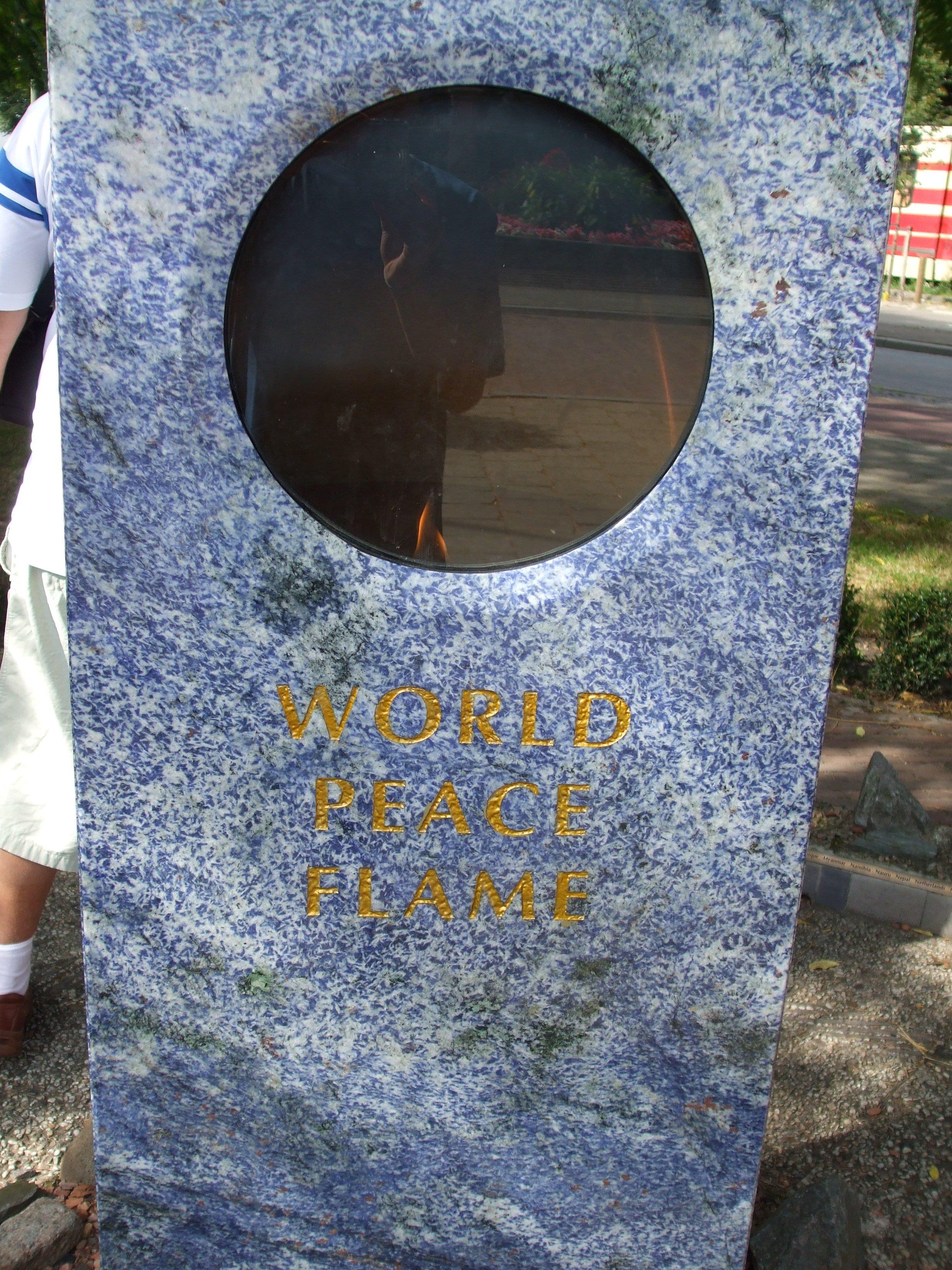 Llama de la Paz Mundial, junto al Palacio de la Paz.