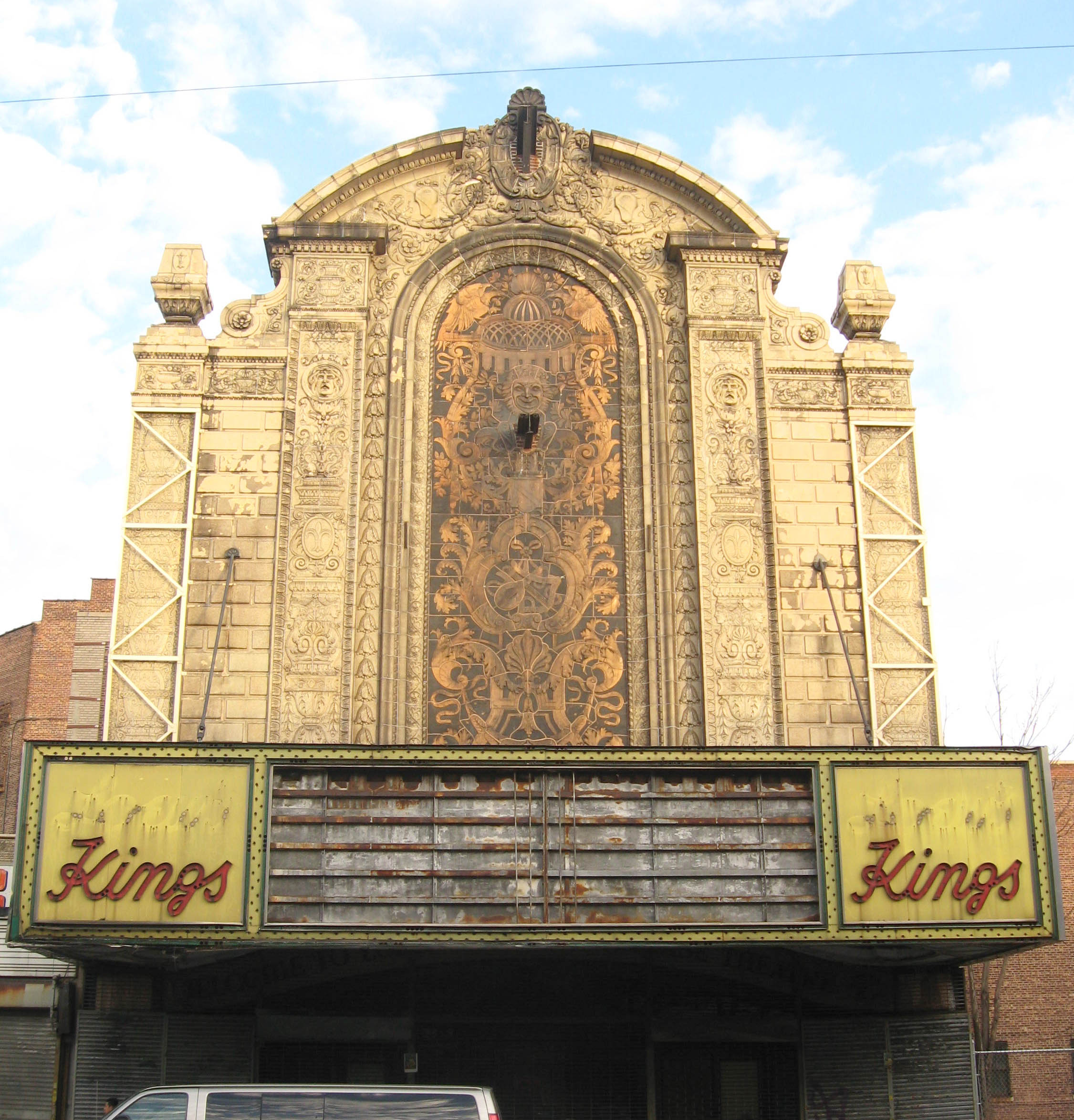 http://upload.wikimedia.org/wikipedia/commons/5/5b/Lowes_Kings_Flatbush_front_jeh.JPG