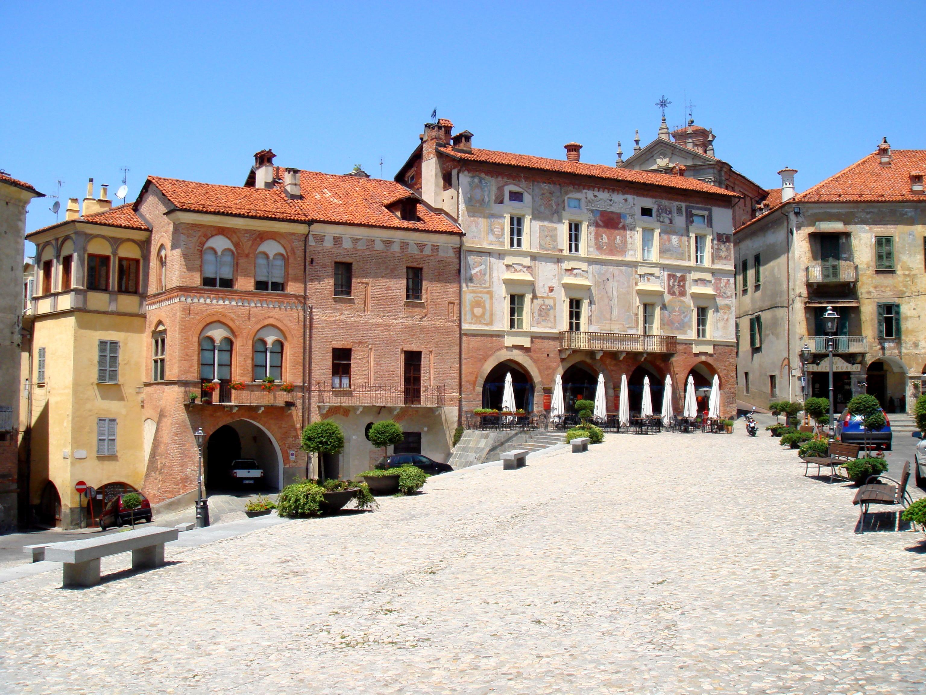 File:Mondovi Piazza -...