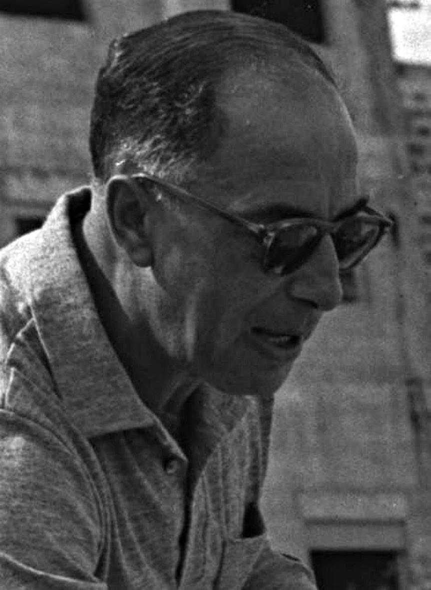 Moshe Dotan 1962 (cropped).jpg
