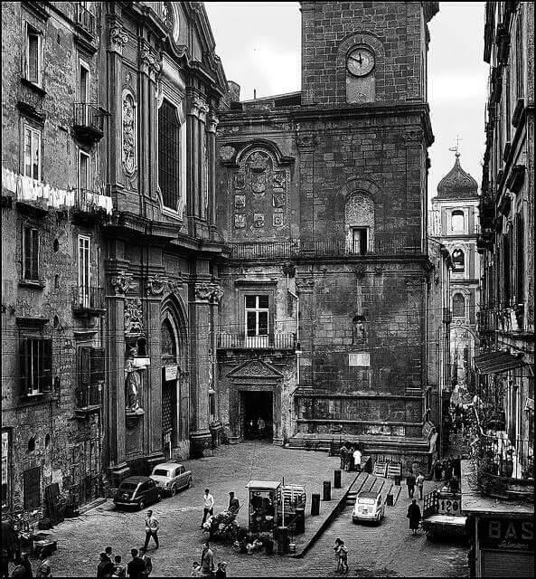 > Eglise San Lorenzo Maggiore à Naples dans les années 1960.