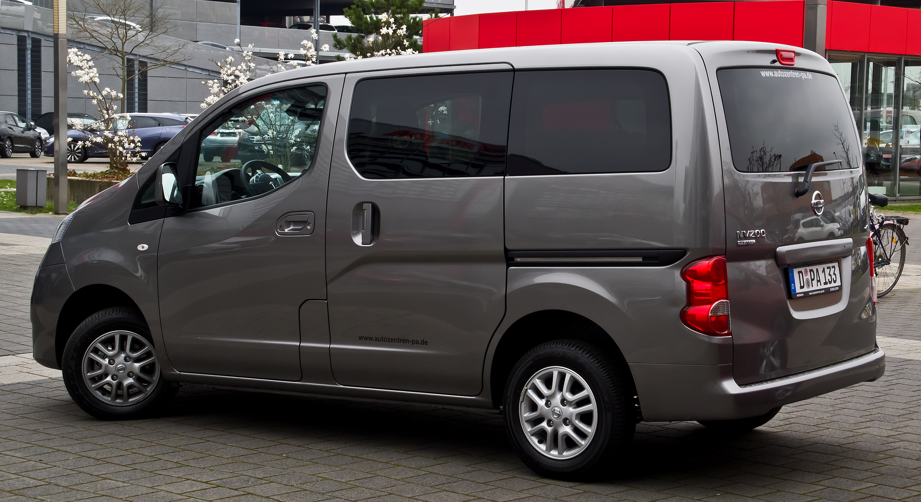 file nissan nv200 evalia heckansicht 16 m rz 2014 d wikimedia commons. Black Bedroom Furniture Sets. Home Design Ideas