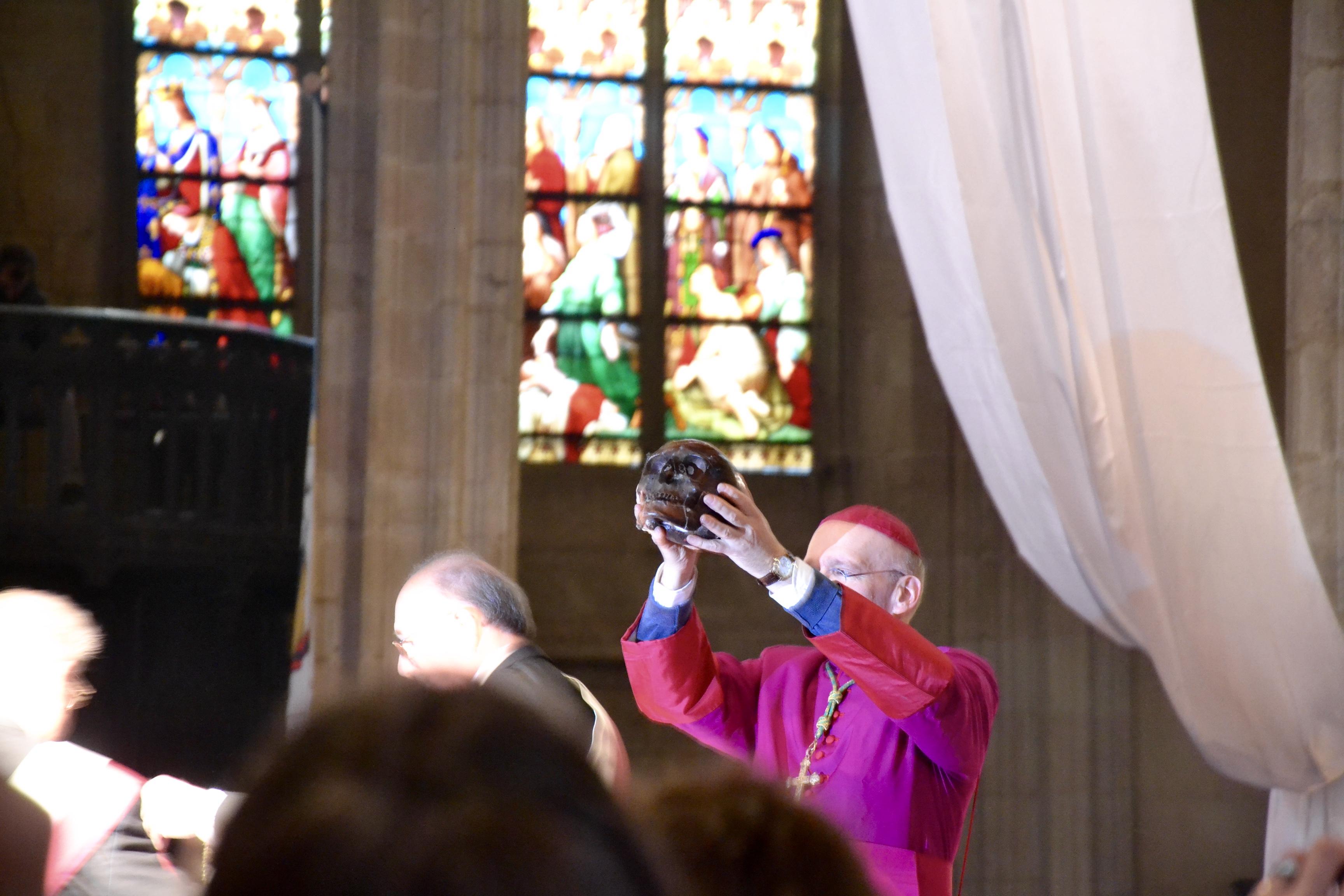 Presentasjon av en relikvie av Martial til de troende under Ostensions i Limoges i 2016