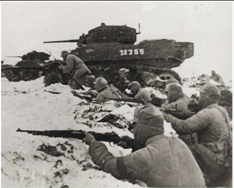 Chinese communist soldiers fighting in the Battle of the Huaihai