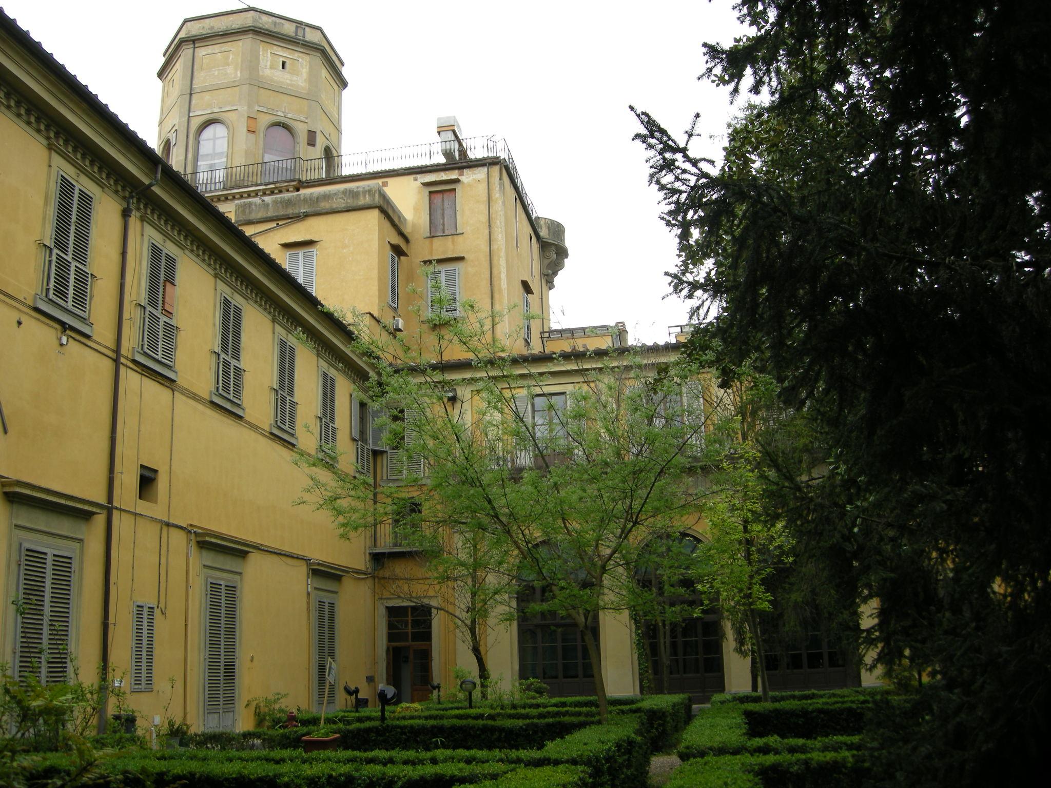 Ficheiro palazzo torrigiani specola giardino torre jpg for Giardino torrigiani