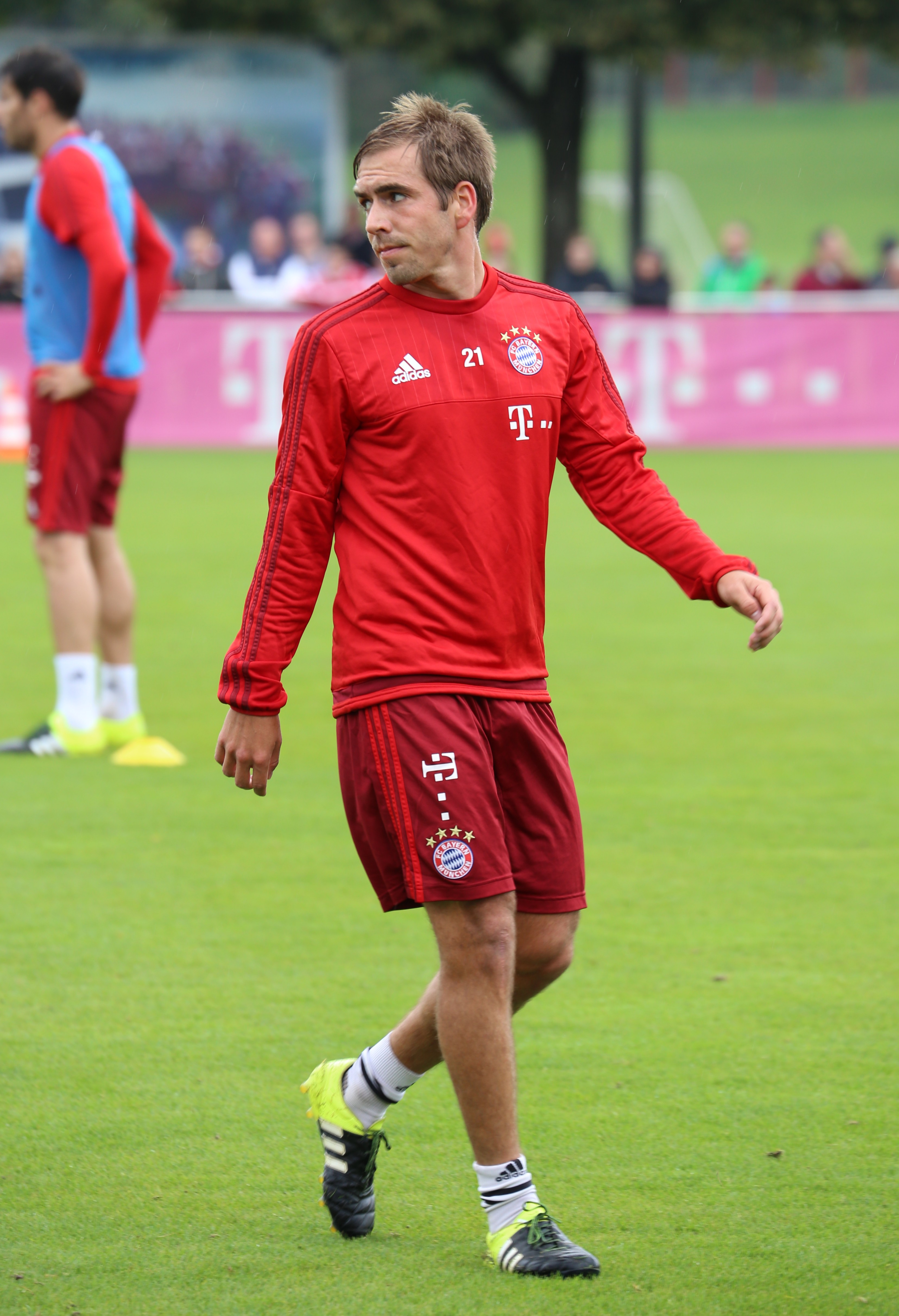 File Philipp Lahm Training FC Bayern München 3 Wikimedia Mons