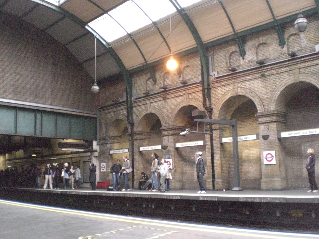 Platform 1, Notting Hill Gate Underground Station - geograph.org.uk - 1348665