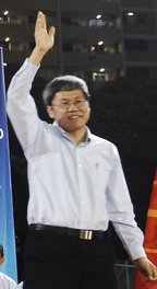 Png Eng Huat at a Workers' Party general election rally, Bedok Stadium, Singapore - 20110430.jpg