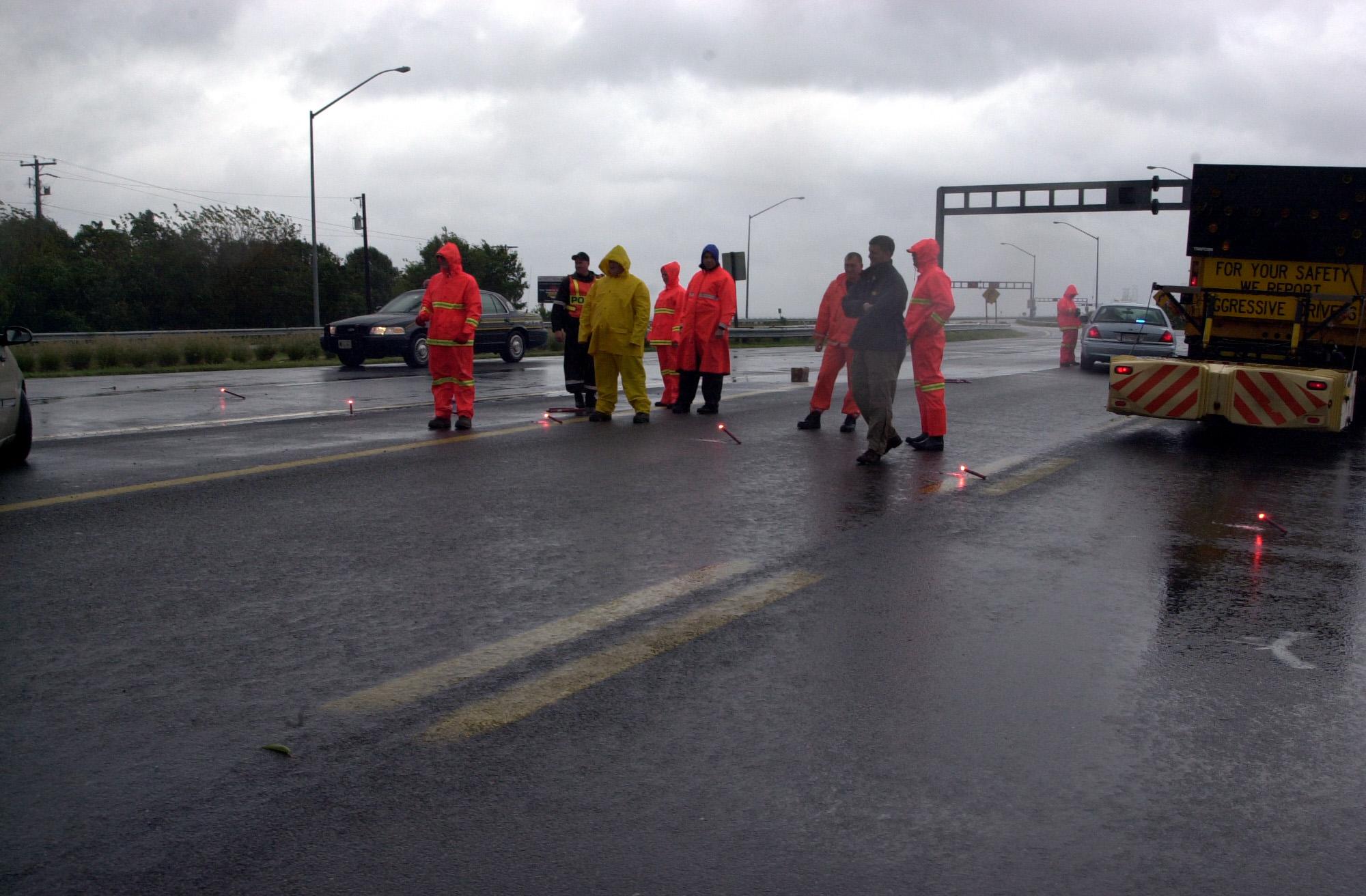 File:Police block traffic to Chesapeake Bay Bridge during