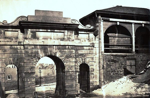 File porte du palais for Porte quebec