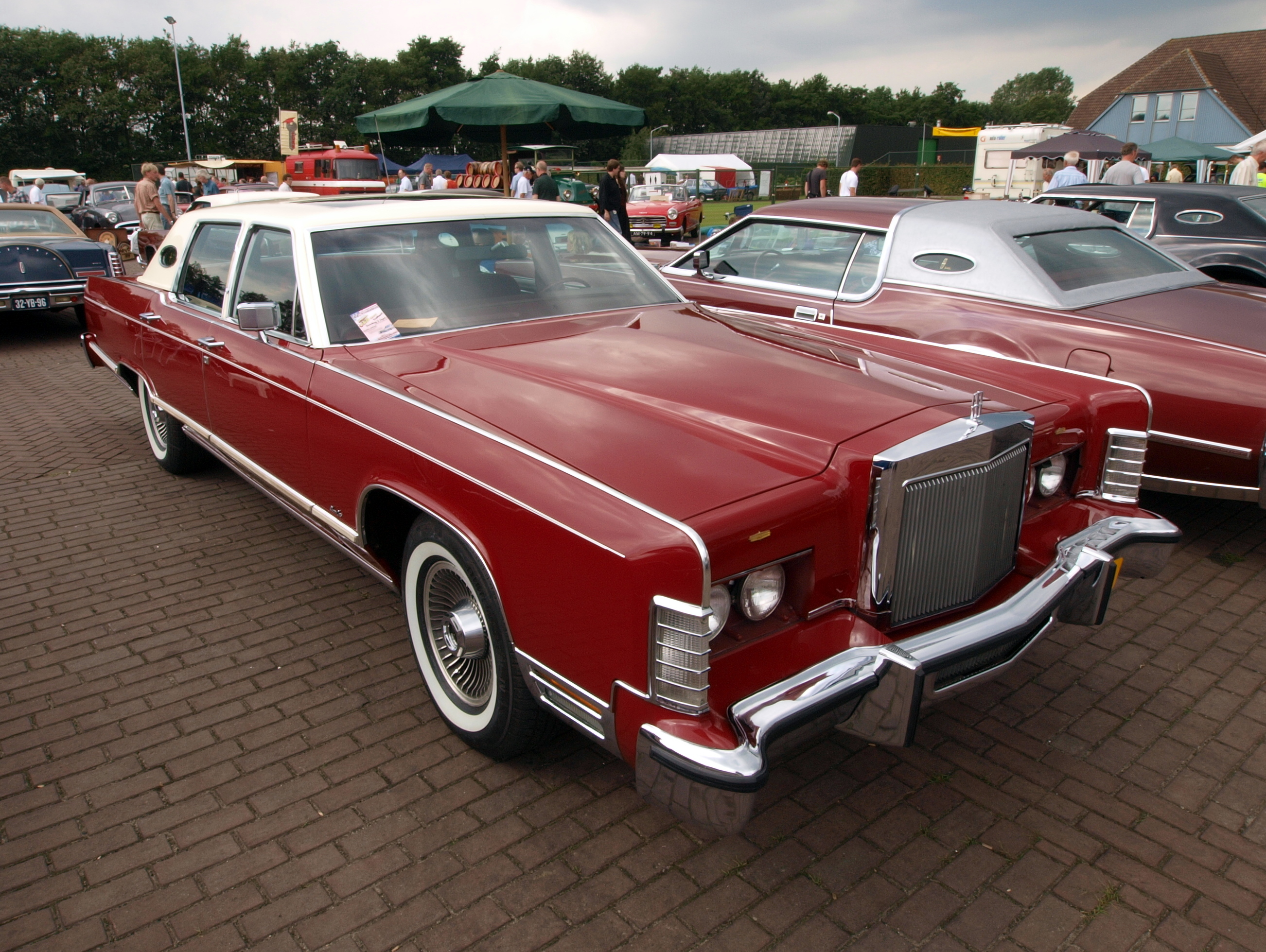 file red lincoln continental jpg wikimedia commons. Black Bedroom Furniture Sets. Home Design Ideas