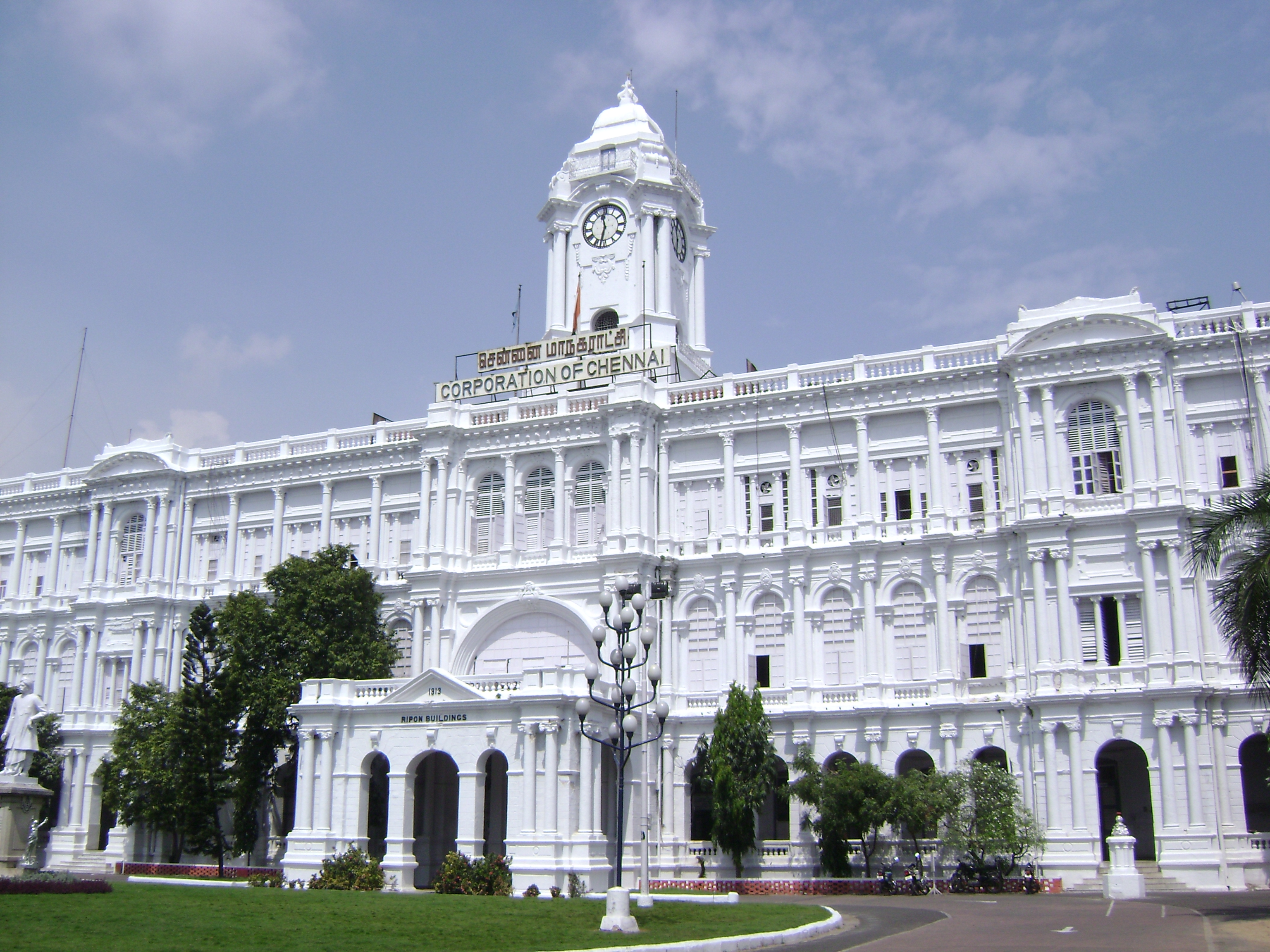 http://upload.wikimedia.org/wikipedia/commons/5/5b/Ripon_Building_Chennai.JPG
