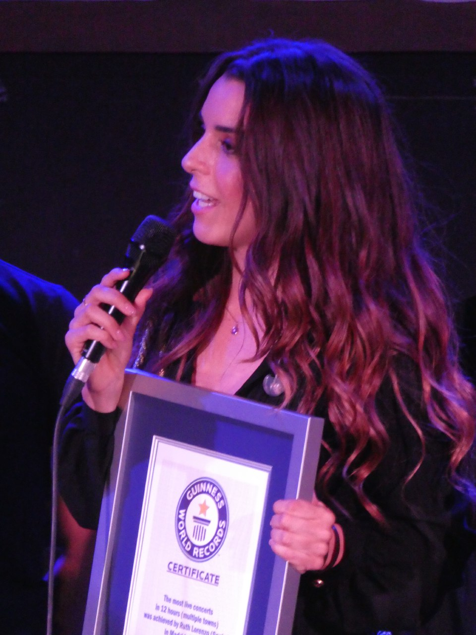 Ruth Lorenzo recoge el certificado de Guinnes World Records