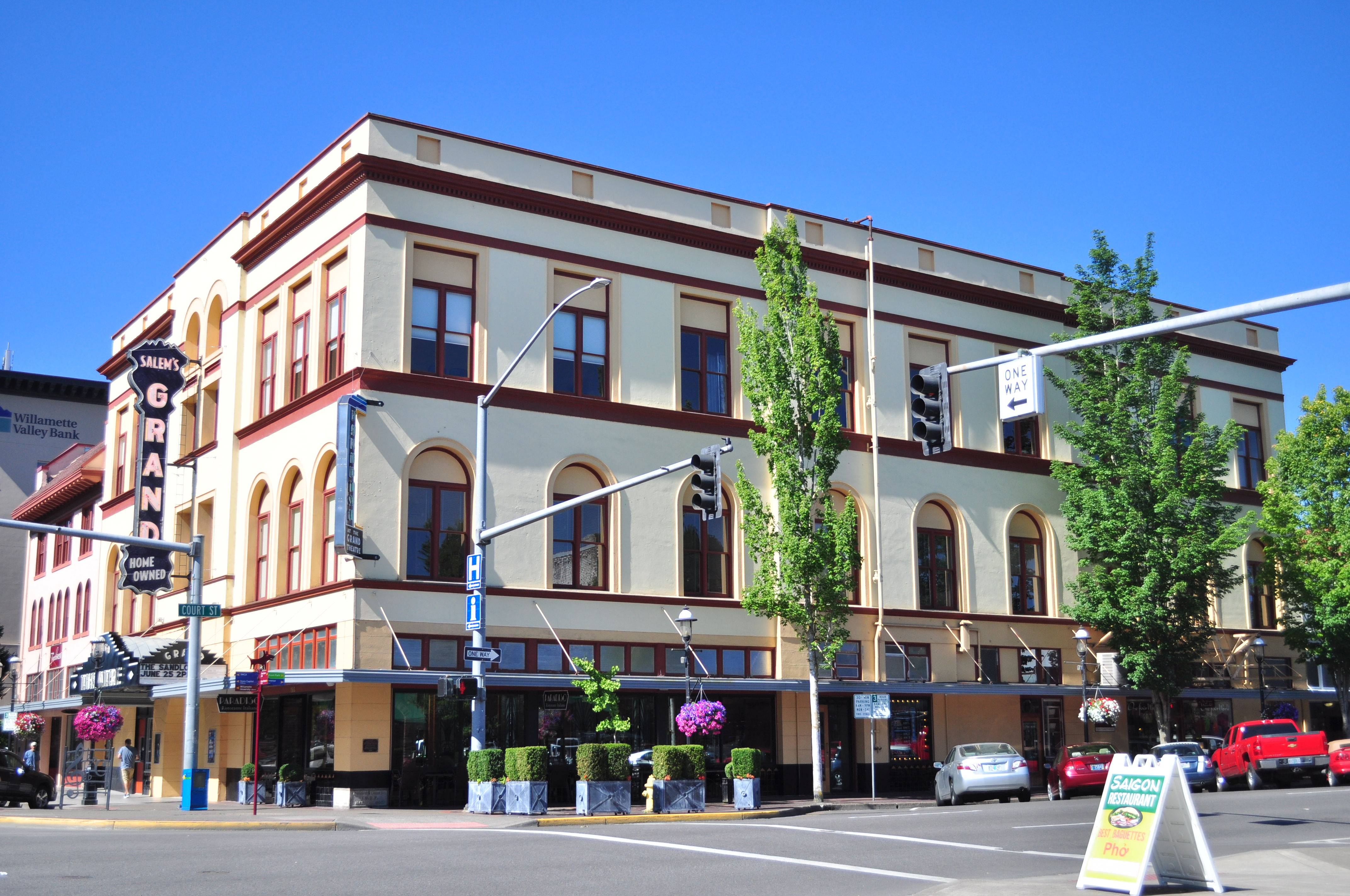 Salem S Historic Grand Theatre Wikipedia