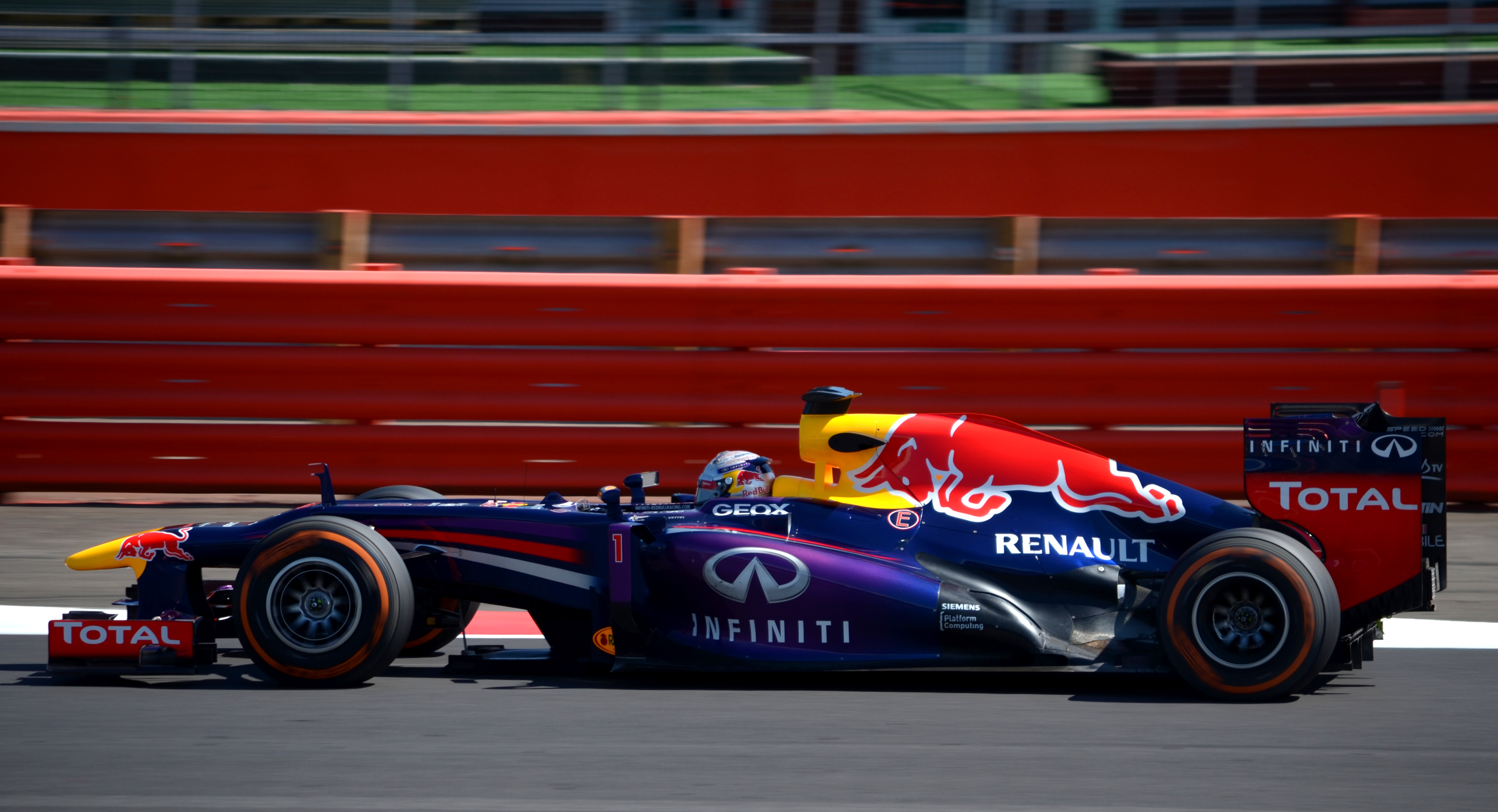 File Sebastian Vettel Red Bull Racing 2013 Silverstone F1 Test 003 ... 5ec3b3d2b29e3